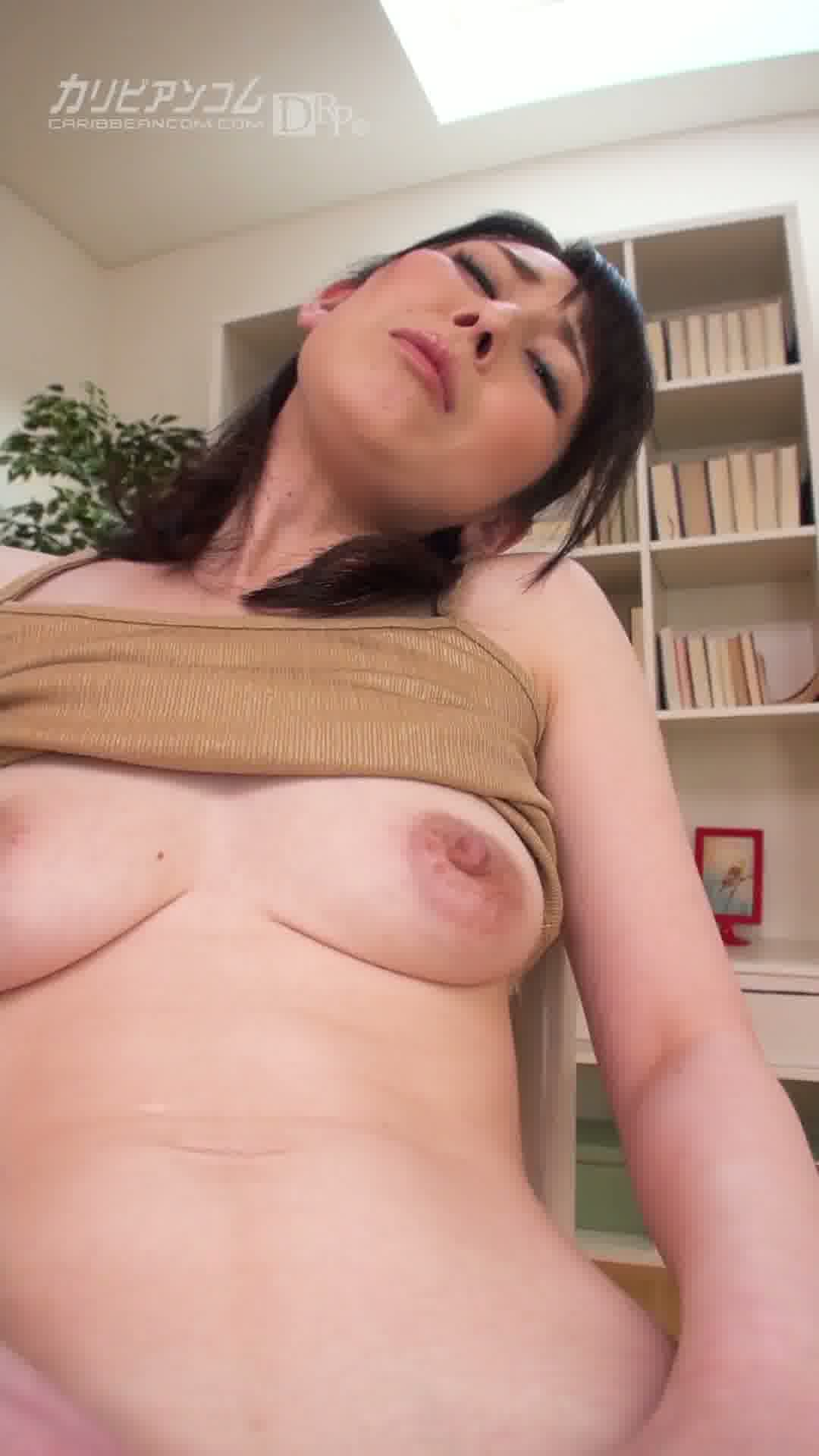 縦型動画 005 ~大人のオマンコを見せてあげるね~ - 臼井さと美【美乳・オナニー・美尻】