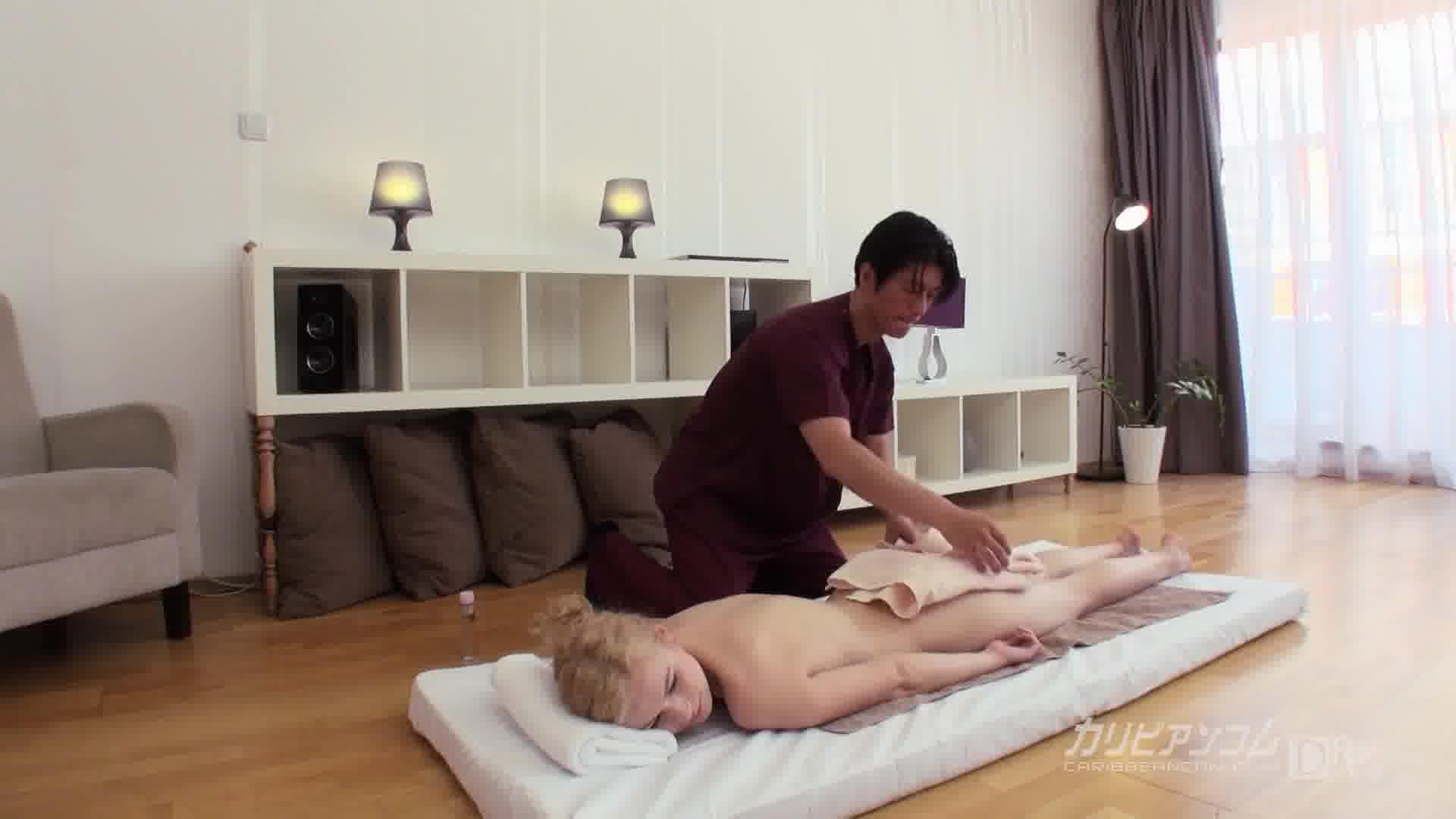 日本男児の按摩に大興奮の中欧ギャル - ニーシャ【美乳・オナニー・中出し】