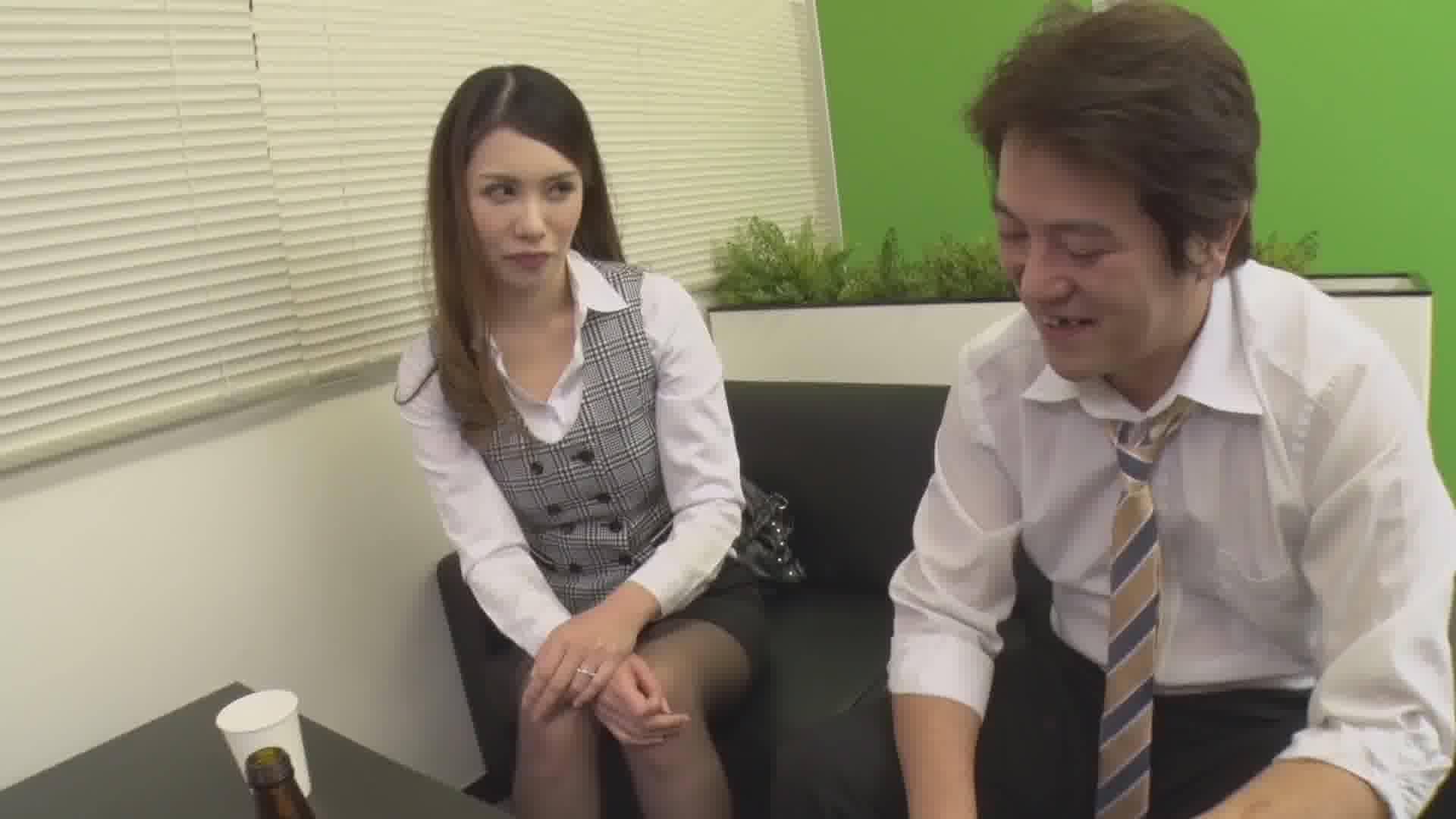 誰もいないオフィスで酔っ払った上司に抱かれました - 上山奈々【巨乳・パイズリ・OL】