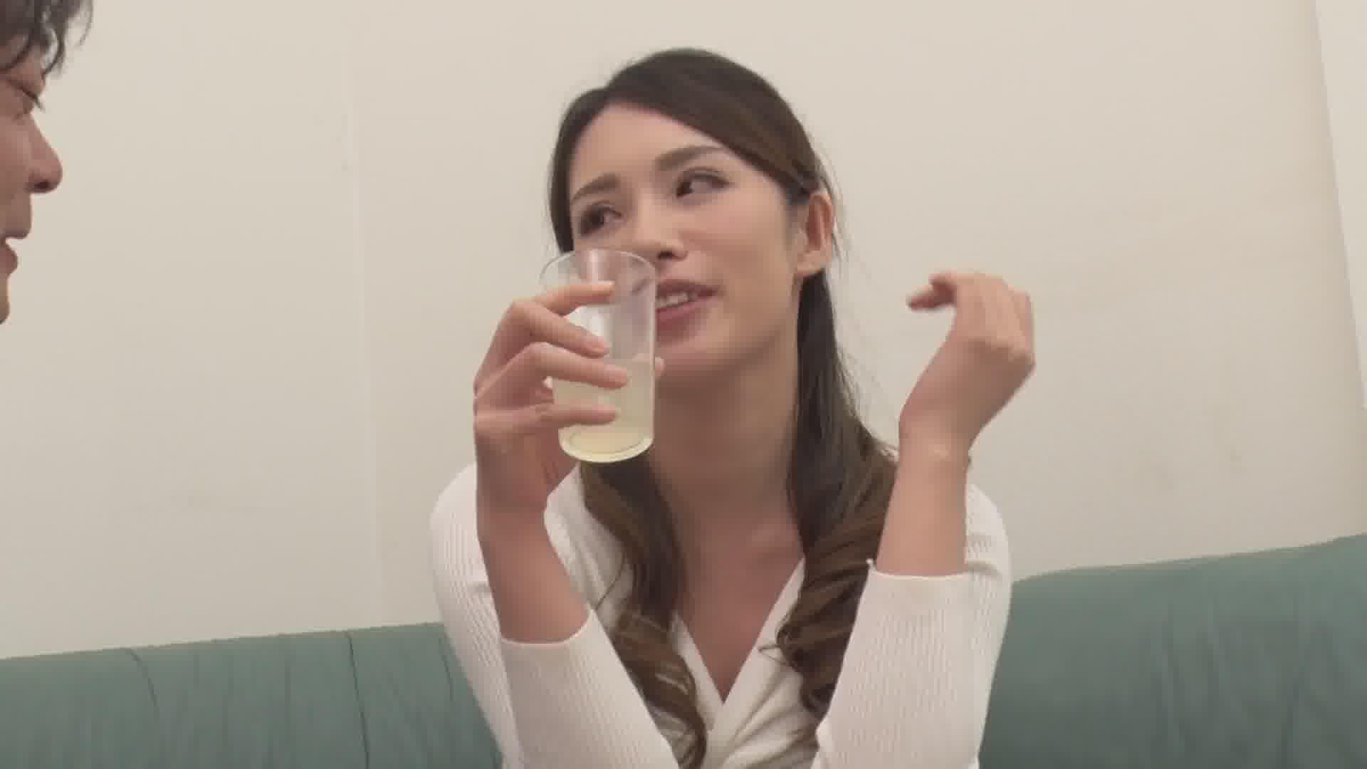 飲み姿エロイイGP ~酔って火照ったマンコ汁も温かい~ - 上山奈々【美乳・パイズリ・中出し】