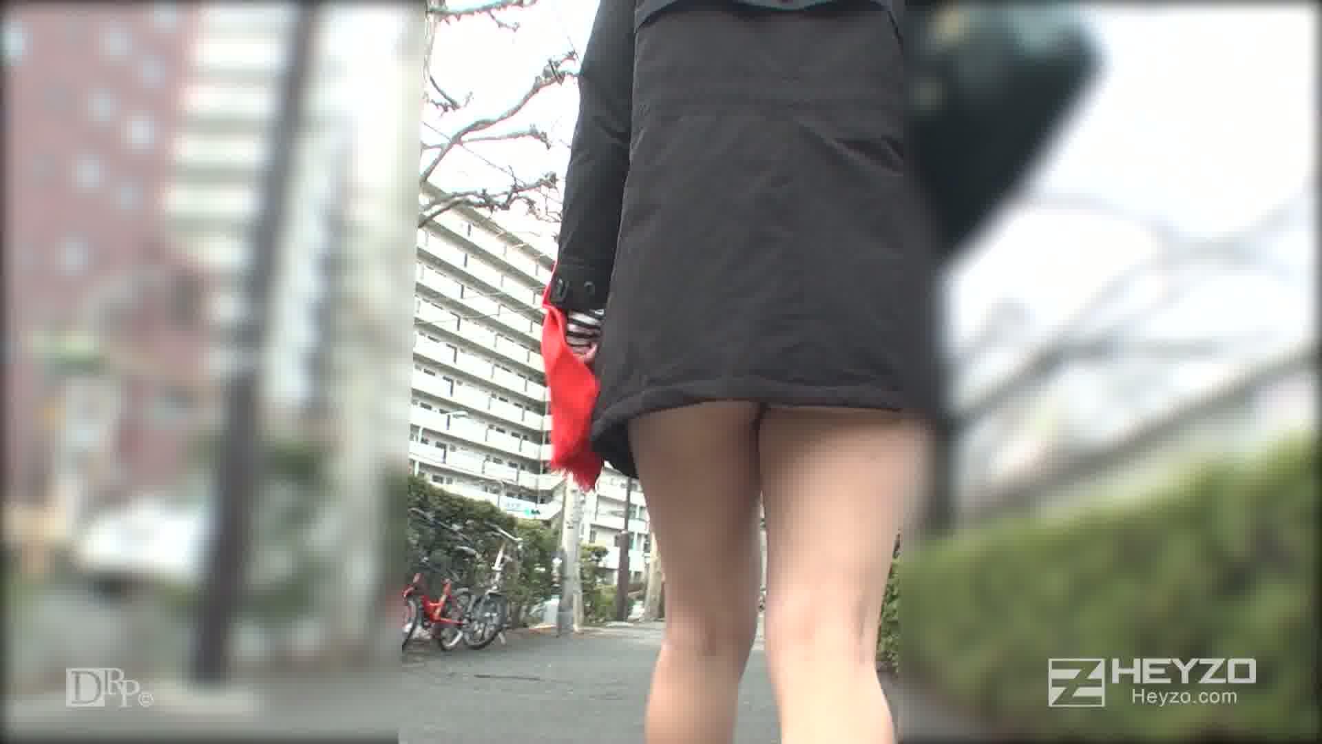都会の色に染まった上京Hカップガール - 新山かえで【脱衣 乳モミ キス 指マン フェラ】