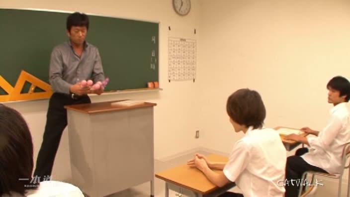 学校の中心で明奈がさけぶ【原明奈】