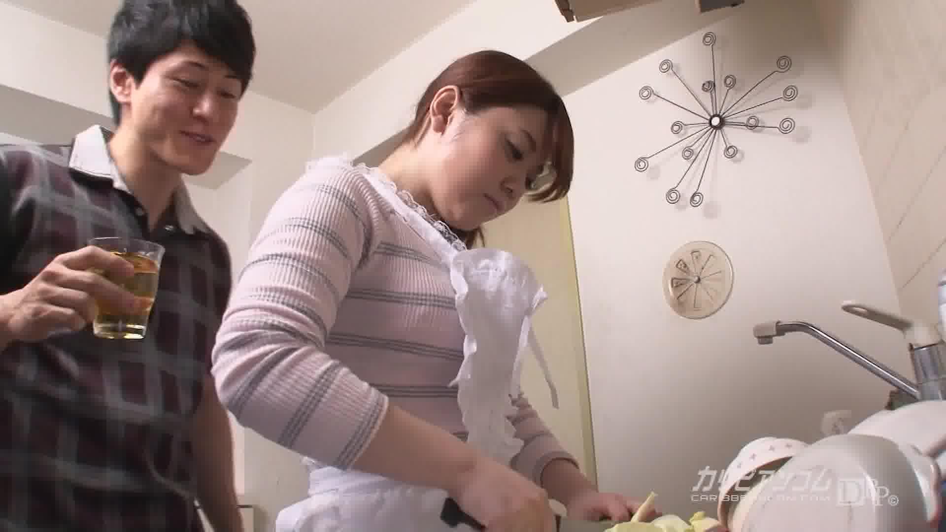 新婚夫婦の営み大作戦 - 本山茉莉【パイパン・初裏・エプロン】
