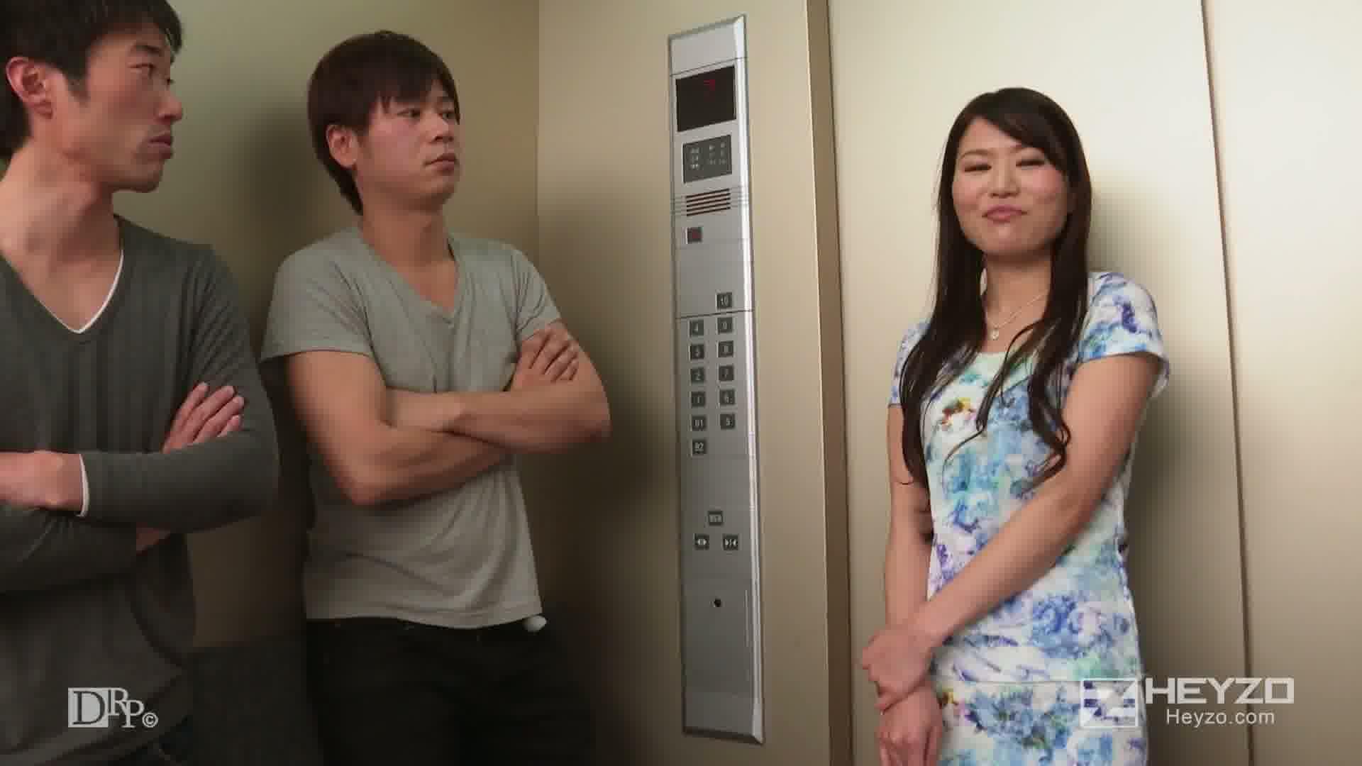 集団痴漢を受け入れてしまう淫乱若妻~エレベーターの中で。。。~ - 中村奈菜【前振り 電マ ローター キス パンスト破り】