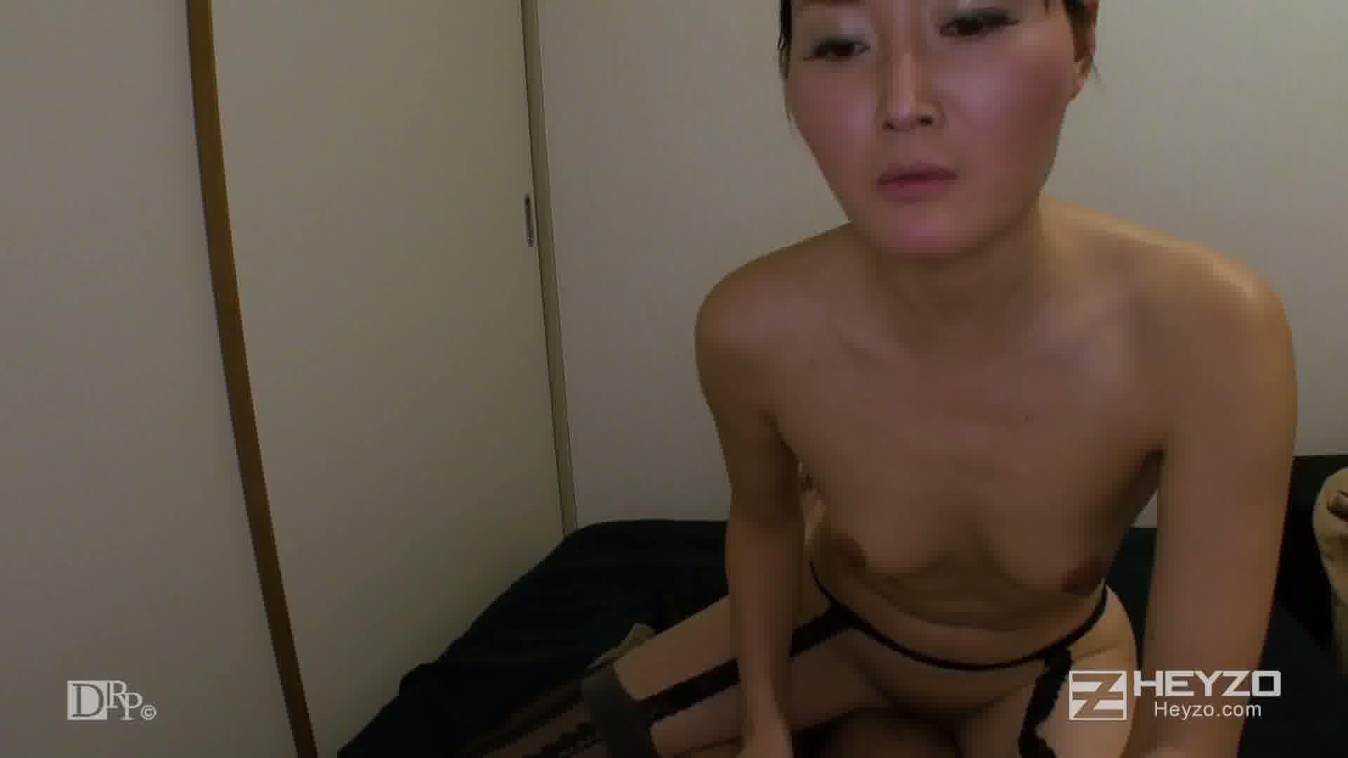 ベテラン女マッサージ師の裏サービス - 恵美【素股 顔面騎乗 騎乗位】