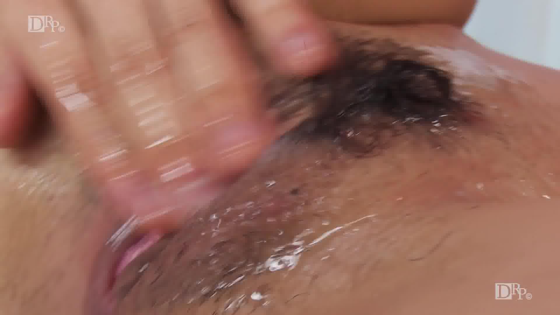 そんなに近くで見られたら、私、濡れます - 三浦凛【美乳・オナニー・中出し】