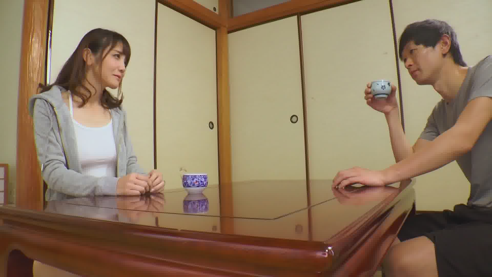 最初からその気だったとなりの奥さん ~風呂を借りに来る口実で近付いて来ました~ - 奥村沙織【パイズリ・スレンダー・人妻】