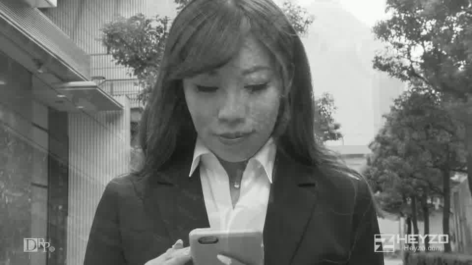 アフター6~締りが良いふしだらOL~ - 大咲萌【パンスト破り M字開脚 ソファ ホテル】