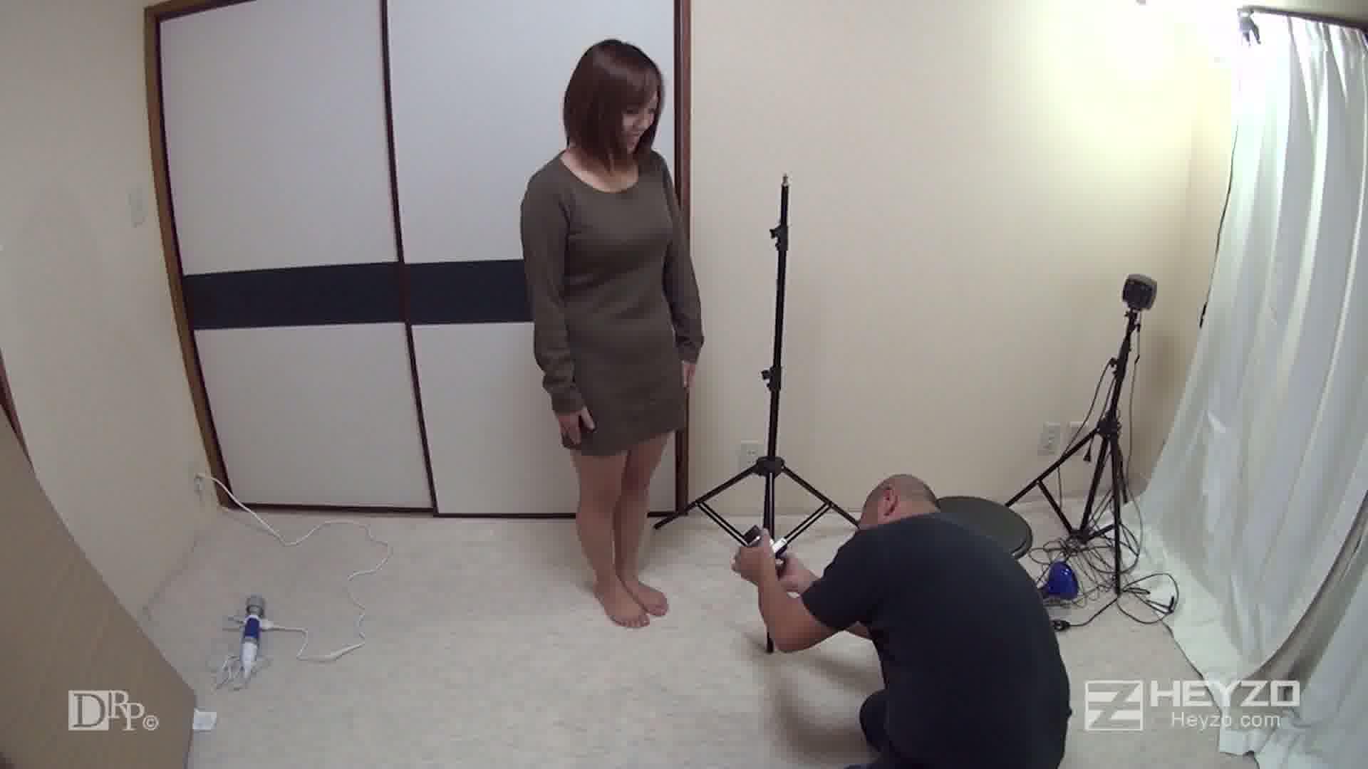 ヌード撮影会にきた純粋娘を密室独り占め - 美月優菜【インタビュー 脱衣】