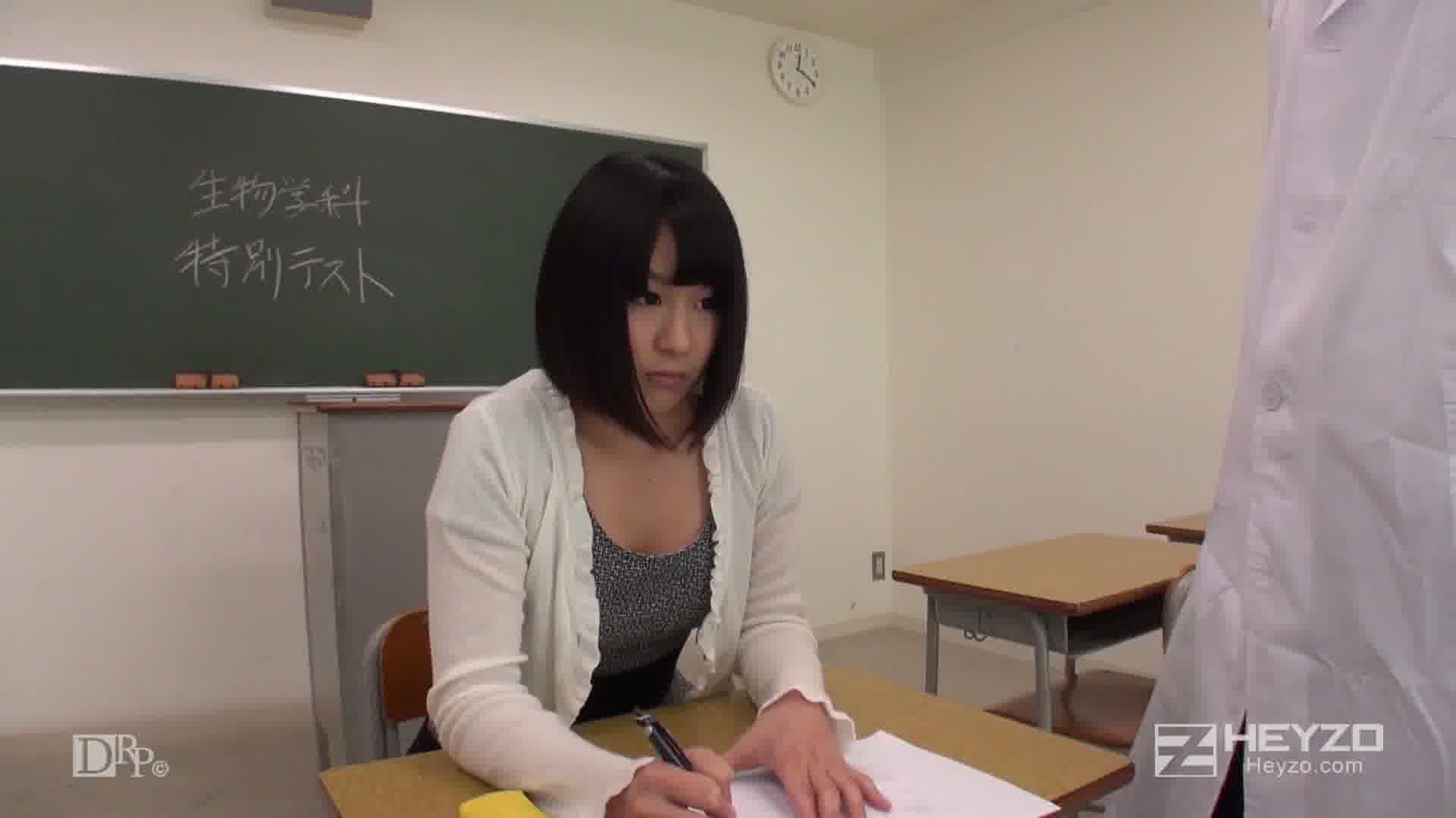 ヒミツのお受験~精物学科にようこそ!~ - 小泉まり【放尿 フェラ 69 教室内 受験】