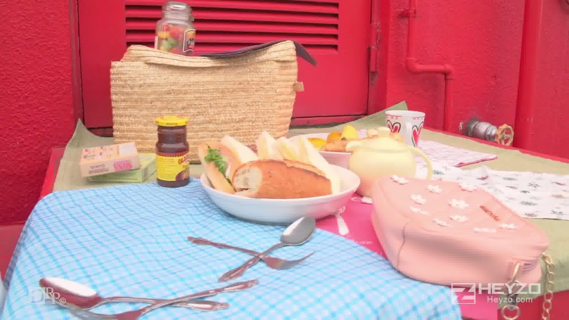 純な彼女とピクニックでシッポリ!続きはホテルでズッポリ!! - 前田さおり【曇り ピクニック 弁当 パン 階段フェラ】