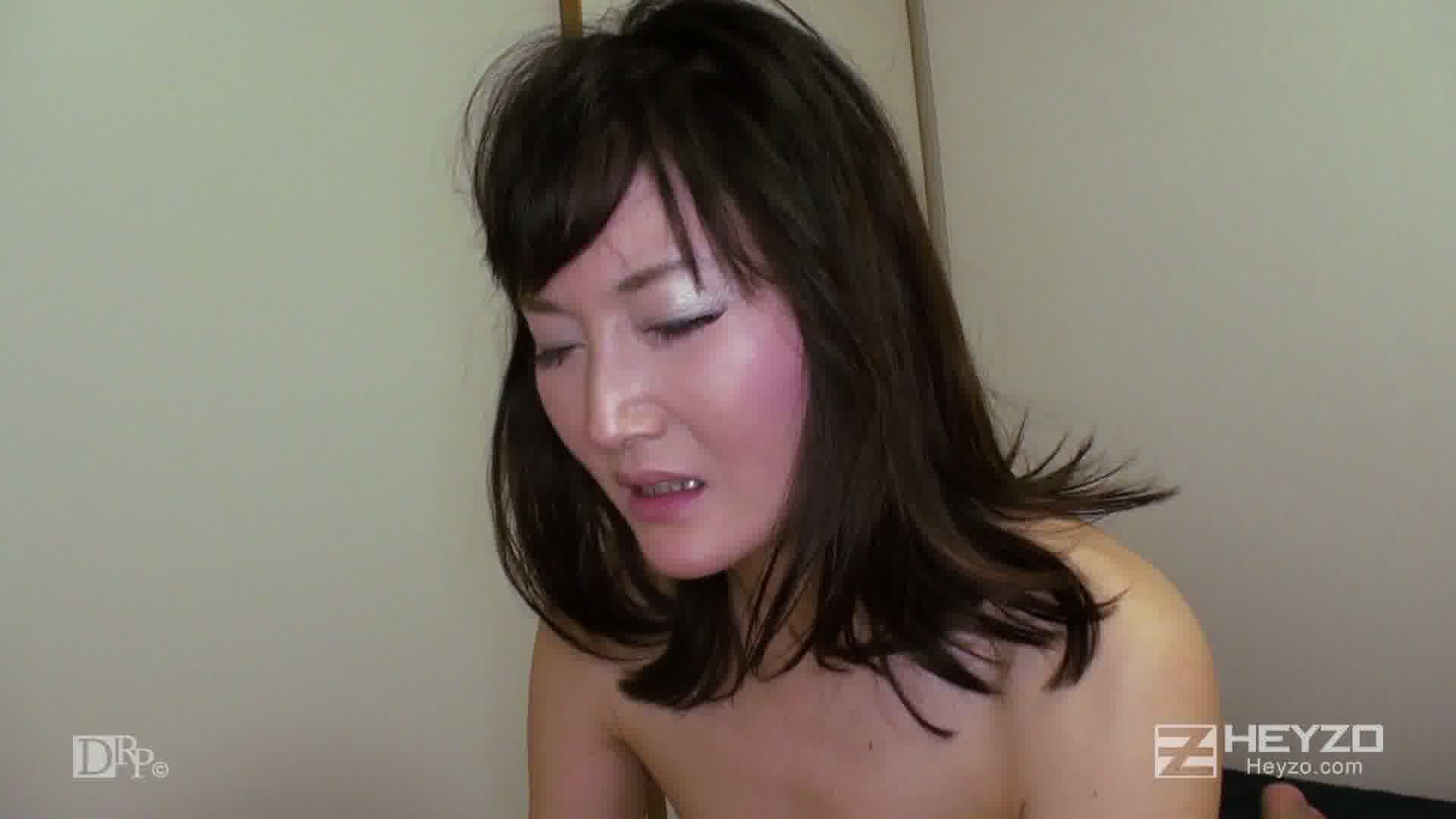 ベテラン女マッサージ師の裏サービス - 恵美【座位 松葉崩し バック 正常位 中出し】