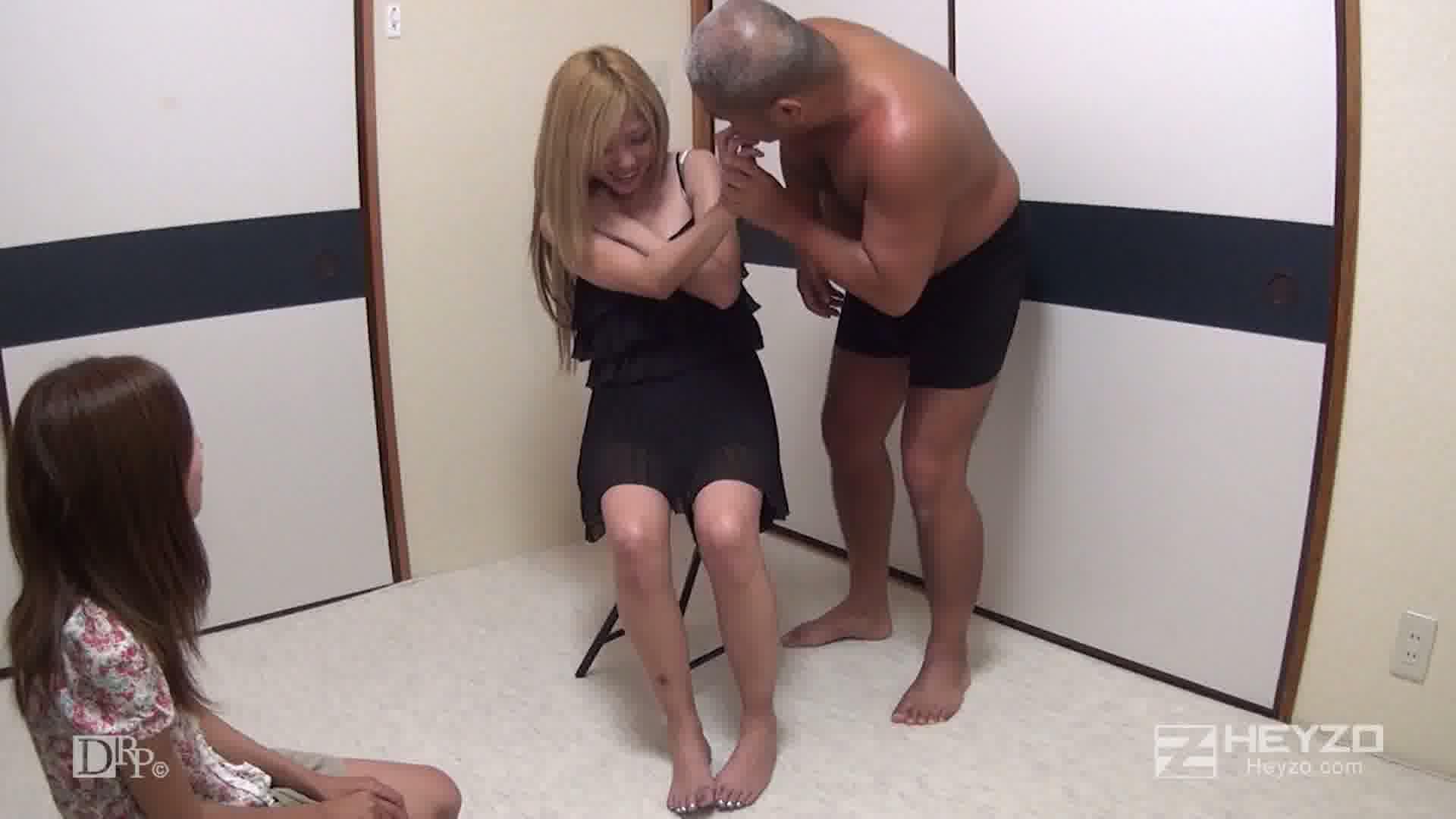 イマドキ!金髪キャバ嬢を密室独り占め - 心愛【脱衣 指マン クンニ】