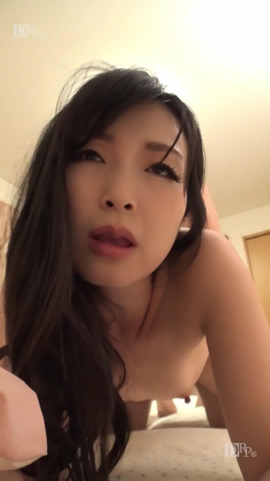 縦型動画 041 ~童顔熟女に迫られたい~ - 前沢小百合【美乳・手コキ・中出し】