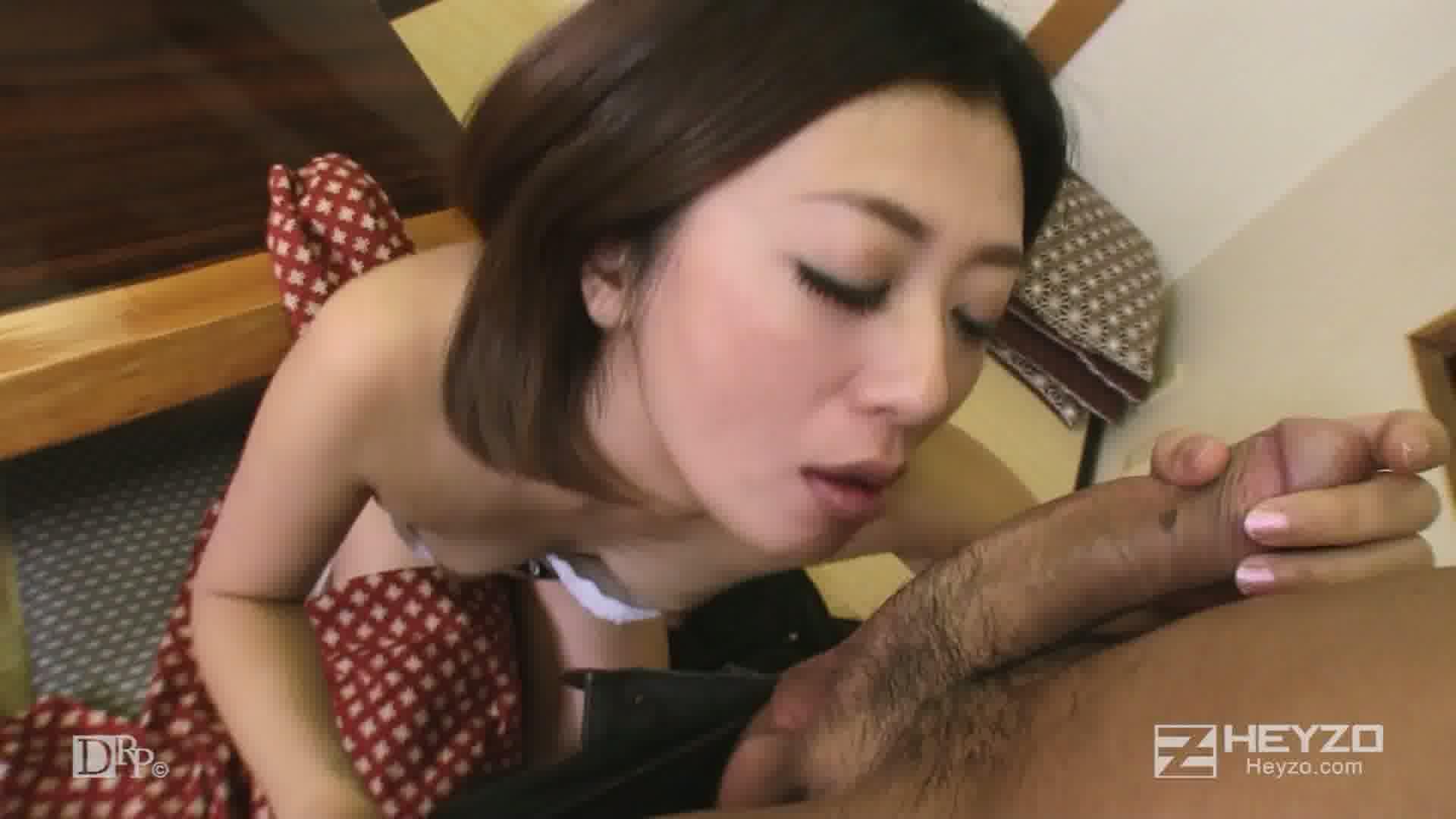 美人仲居さんの裏バイト - 夏川美久【指マン フェラ パイズリ】