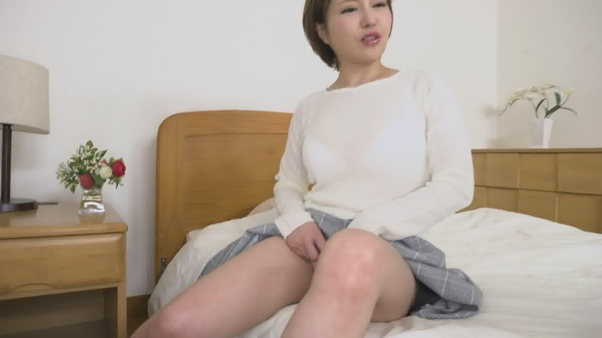 マンコをさらして息子の同級生を誘惑する母 - 双葉みお【痴女・巨乳・中出し】