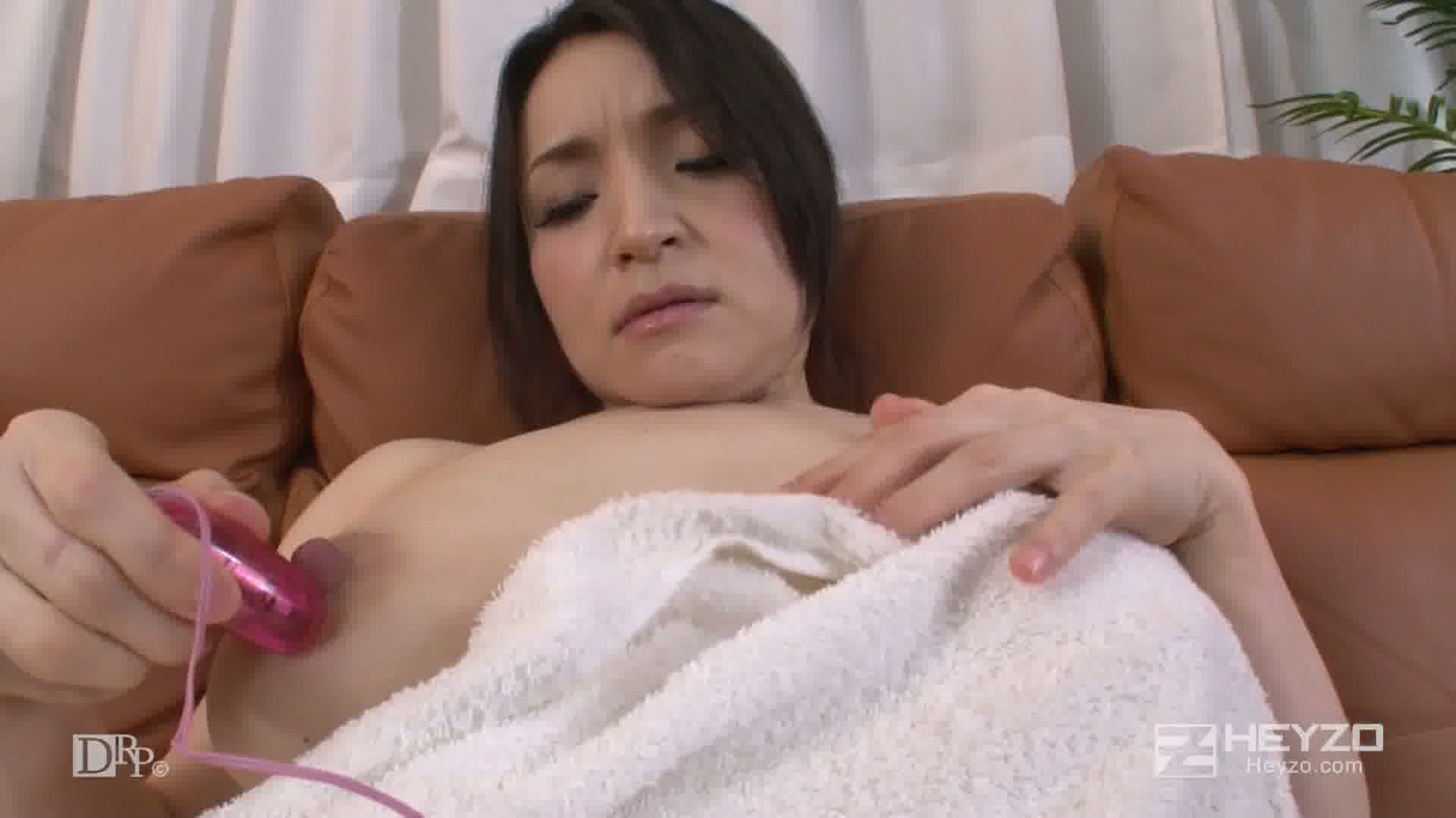 欲求不満な隣の熟女~覗いたら肉棒よこしなさい~ - 大石真理子【脱衣 風呂 洗身 シャワー オナニー ローター】