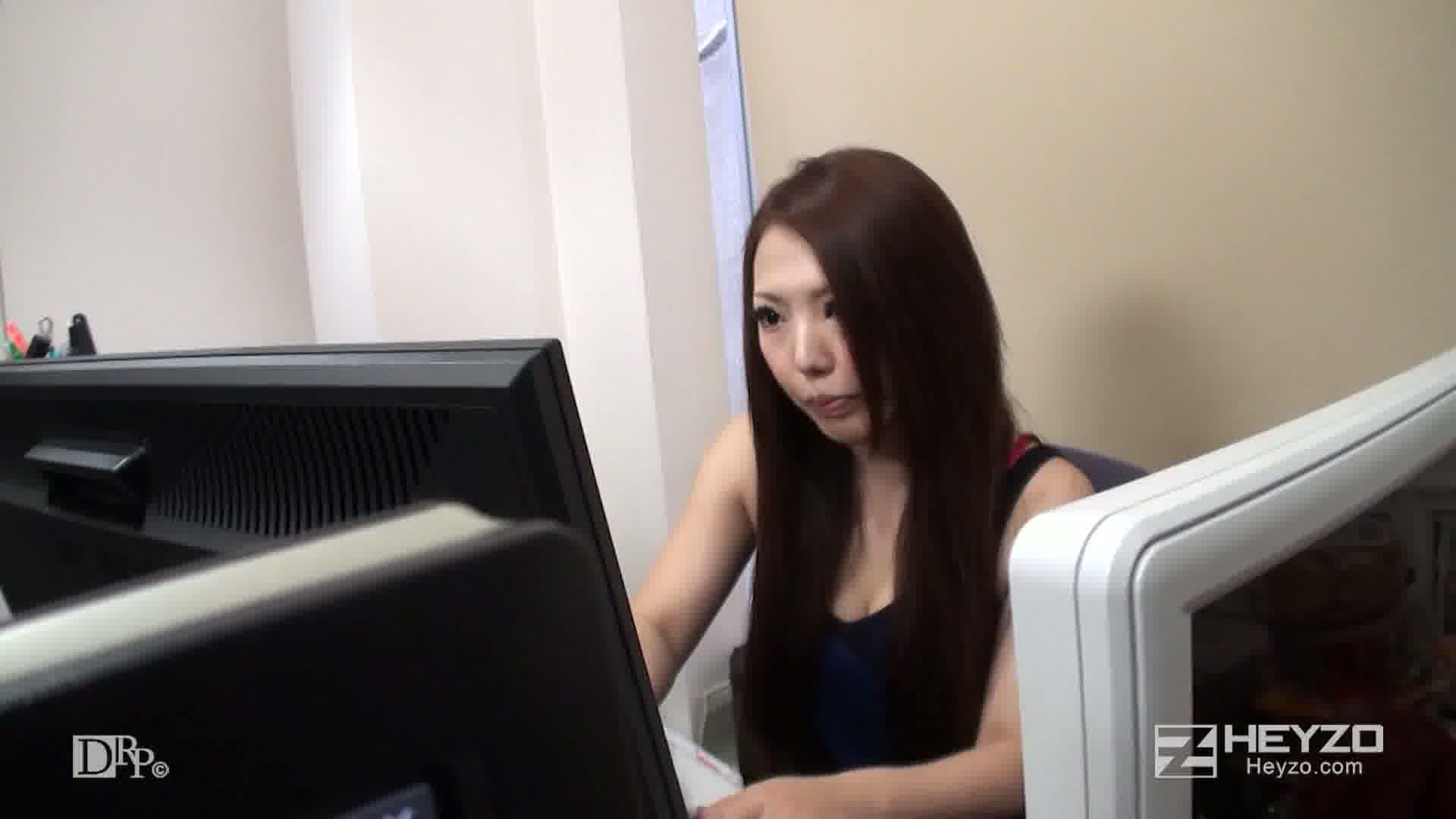 最近のOLはオフィスでしっぽり~仕事中でも我慢できない~ - ゆう【オナニー ローター 男乱入】