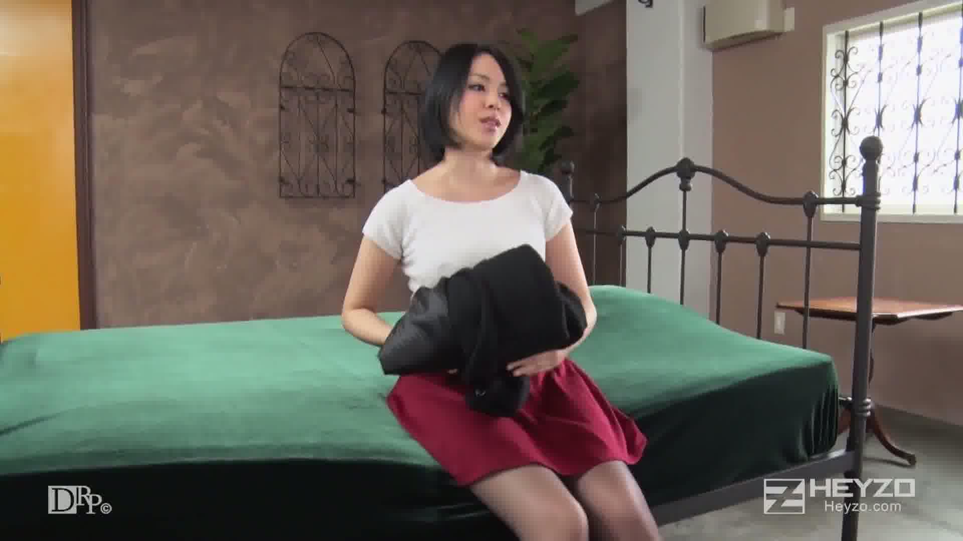元カレとバッタリ再会!で、SEXしちゃいました~付き合っていた時より気持ちいい!?~ - 佐伯ひなた【再会 脱衣】