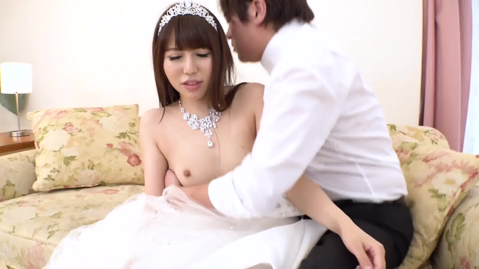 押しに弱い花嫁 ~ドレスの担当者と挙式前夜に中出しNTR~ - 紗倉みゆき【コスプレ・パイパン・中出し】