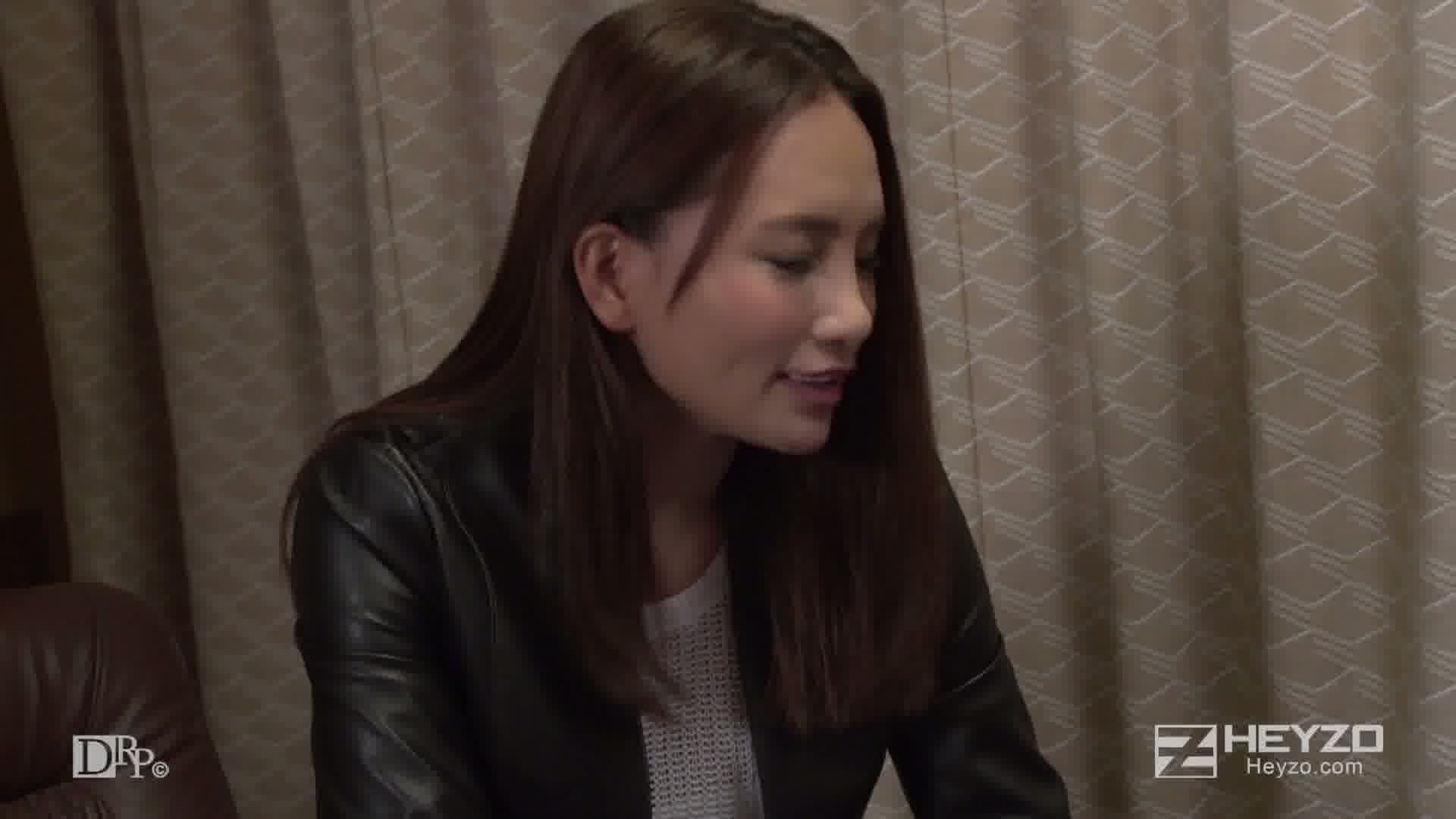 美人すぎるハーフ女流作家の官能小説執筆方法 - Ray【オナニー ローター バイブ】