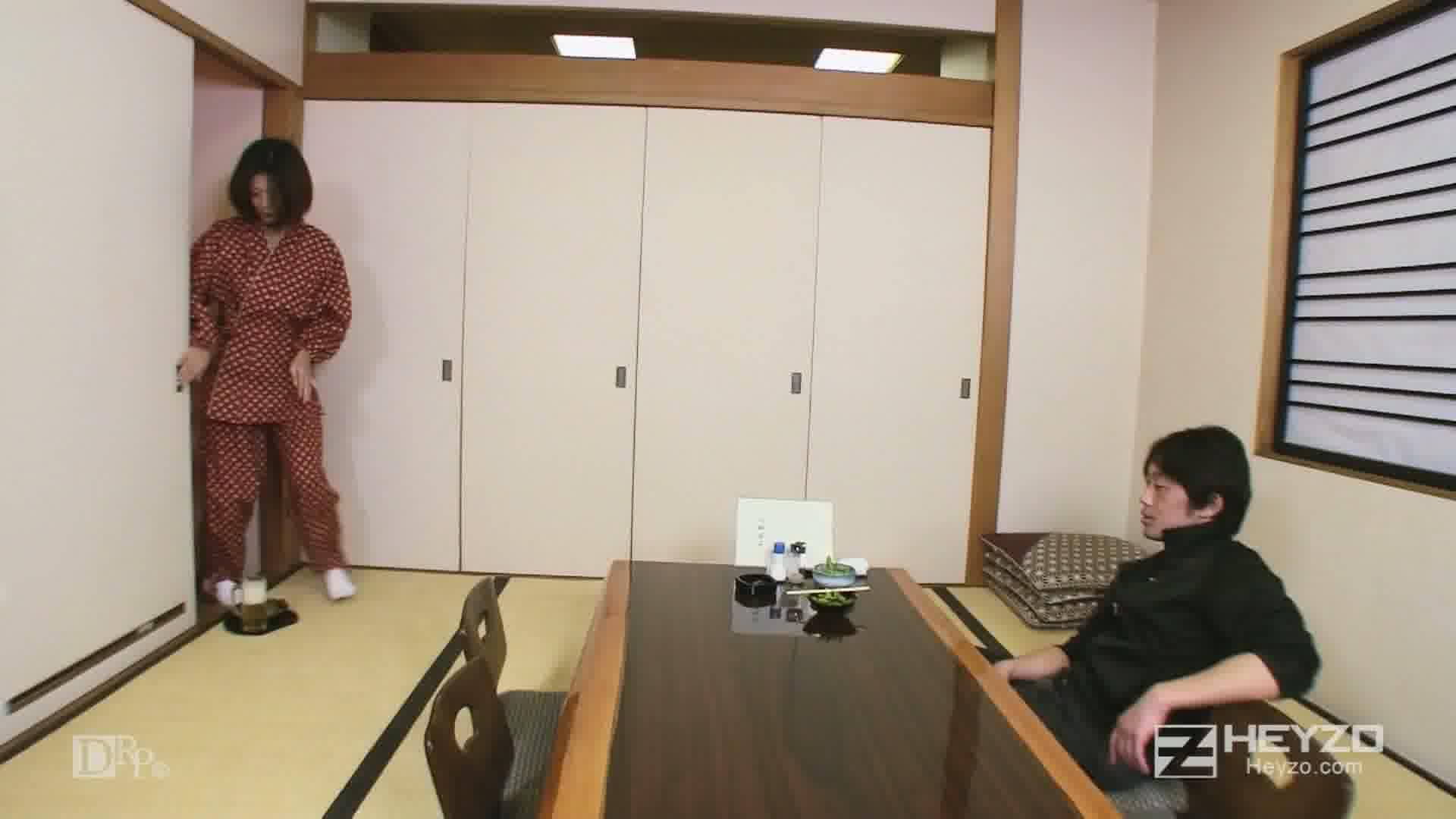 美人仲居さんの裏バイト - 夏川美久【セクハラ 前戯】