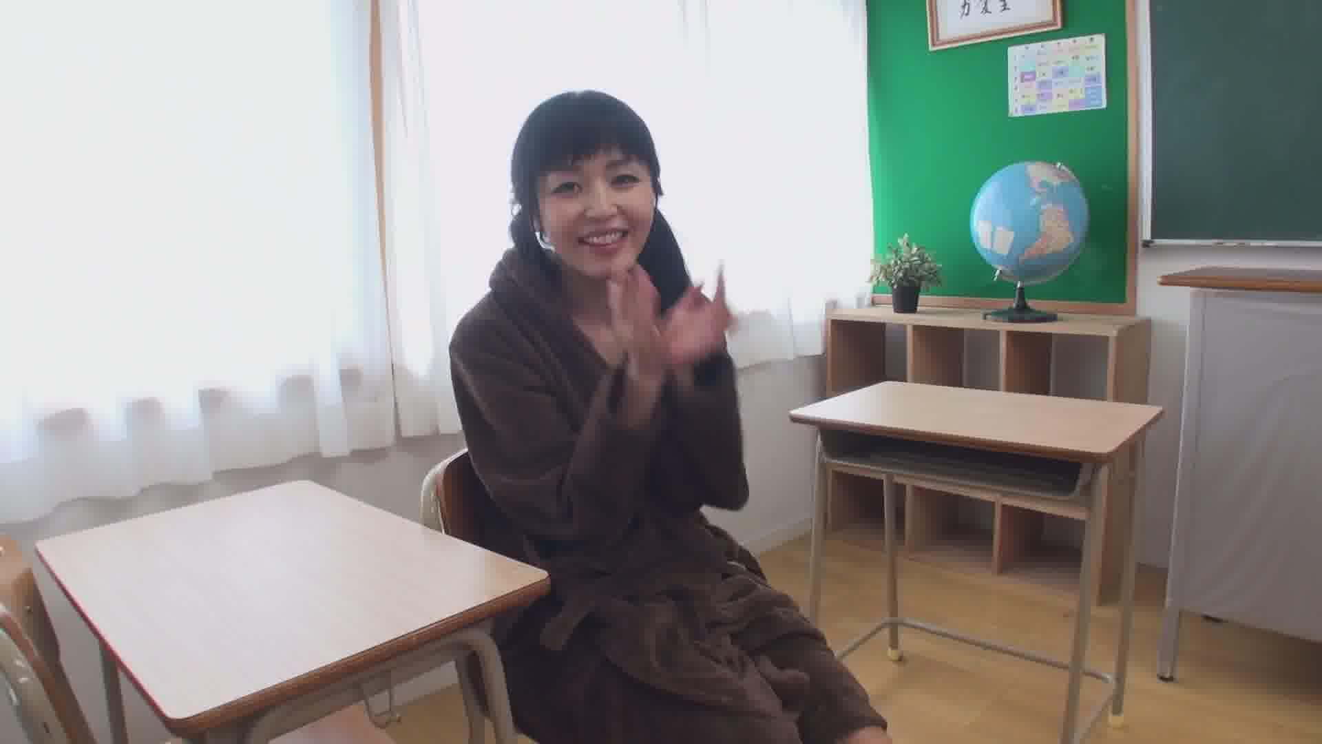 何度もイった放課後の机の上でもう一度 - まりか【制服・潮吹き・中出し】
