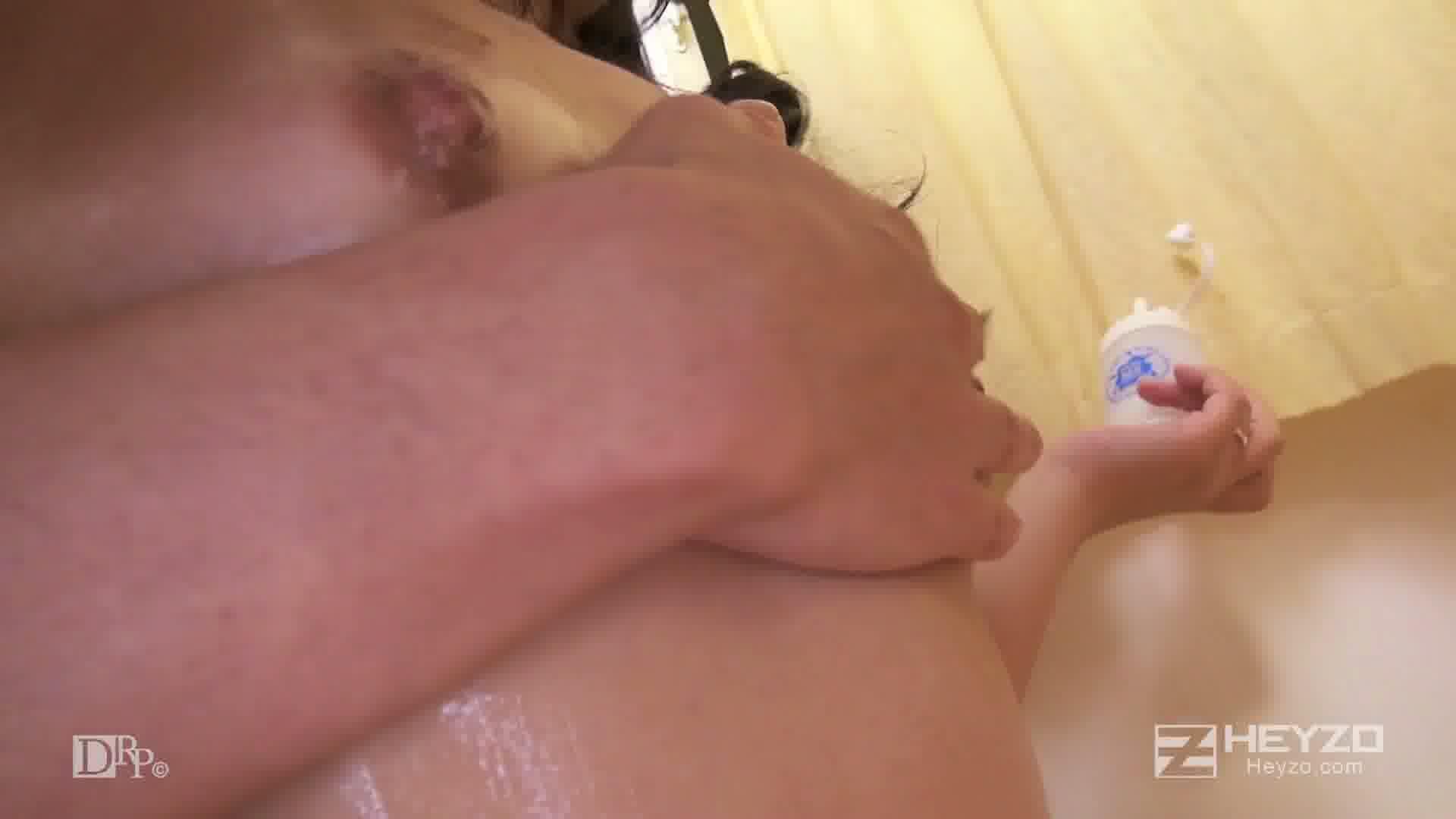 奥さん、ヌルヌルモニターやりませんか? - 結城恋【手コキ 脱衣 ローションマッサージ】