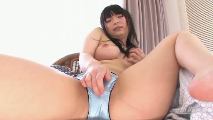 美乳美尻のロリ系美少女【前田陽菜】
