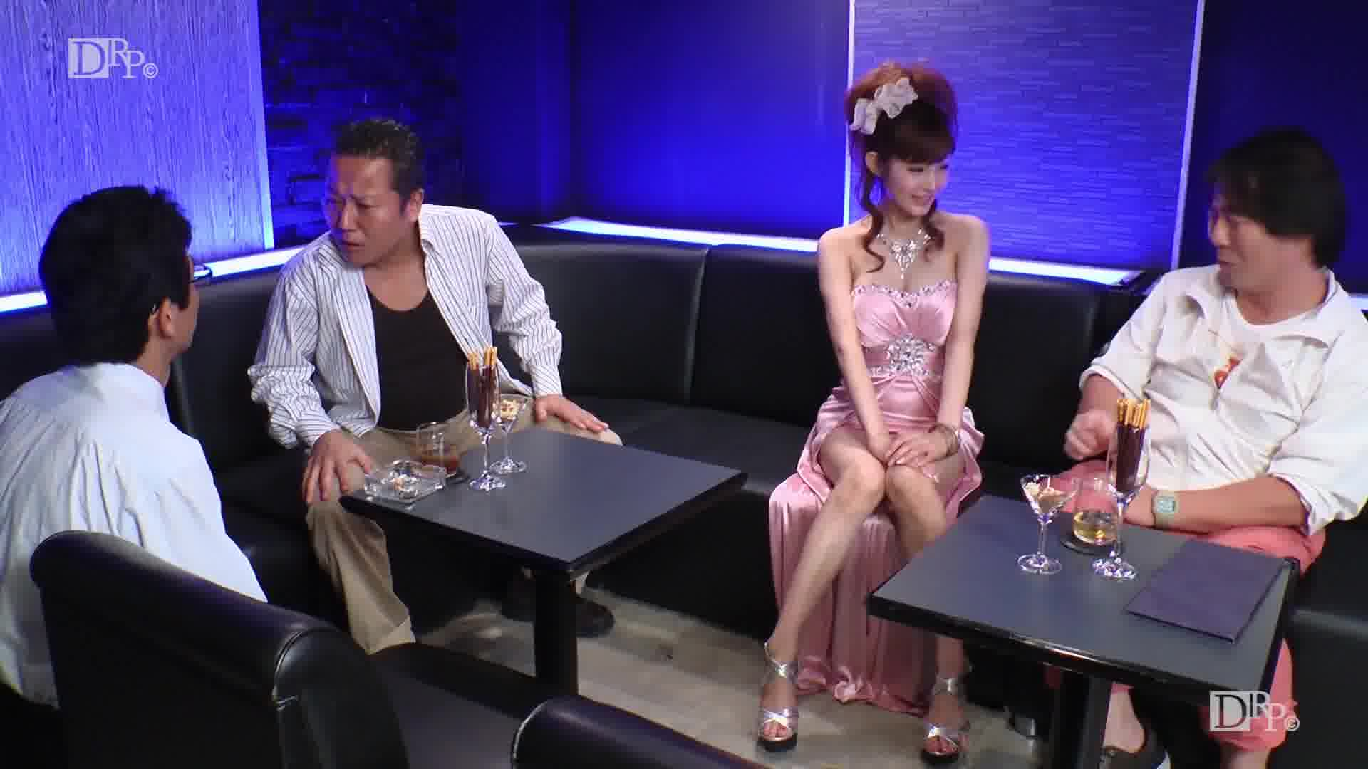 VIPコースで極上キャバ嬢を独り占め - 結希真琴【ギャル・パイパン・中出し】
