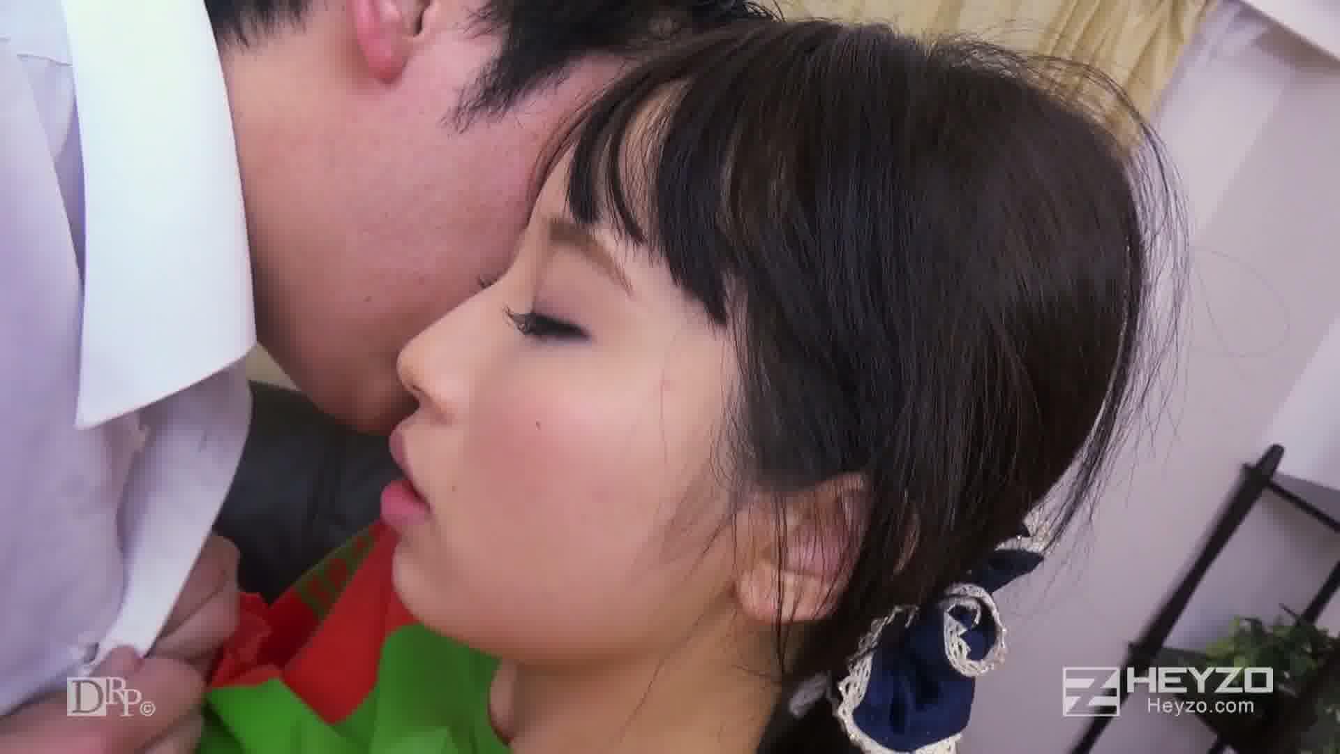 淫らな二人羽織~下の口でニンジンいただきます!~ - 美咲結衣【ニンジン挿入 電マ クンニ フェラ 69】