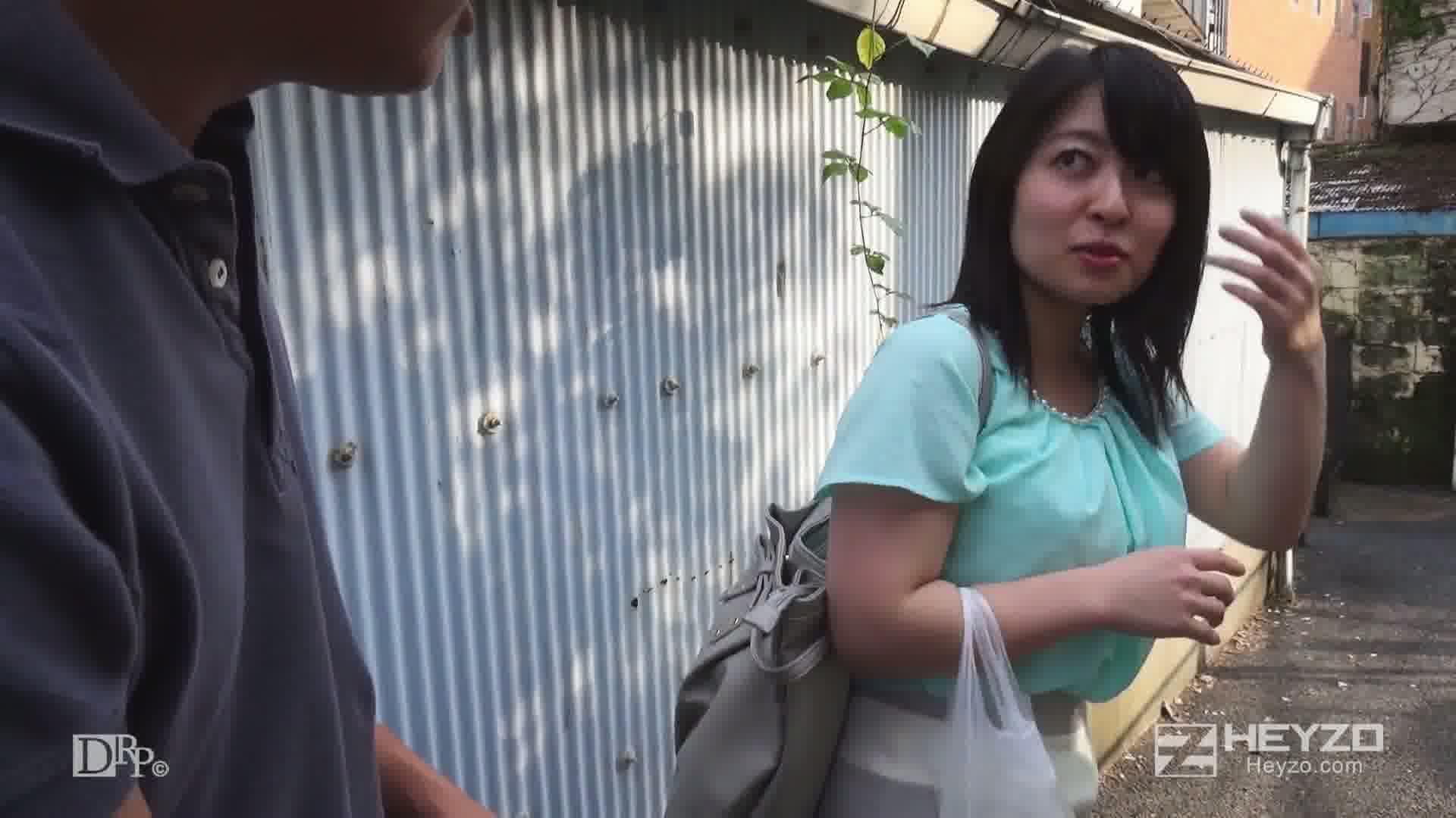 街頭ナンパでエロ妻ゲット!! - 宮代薫【車内お触り カラミ開始】