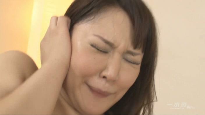 爆乳妻アナル体験【小峰ひなた】