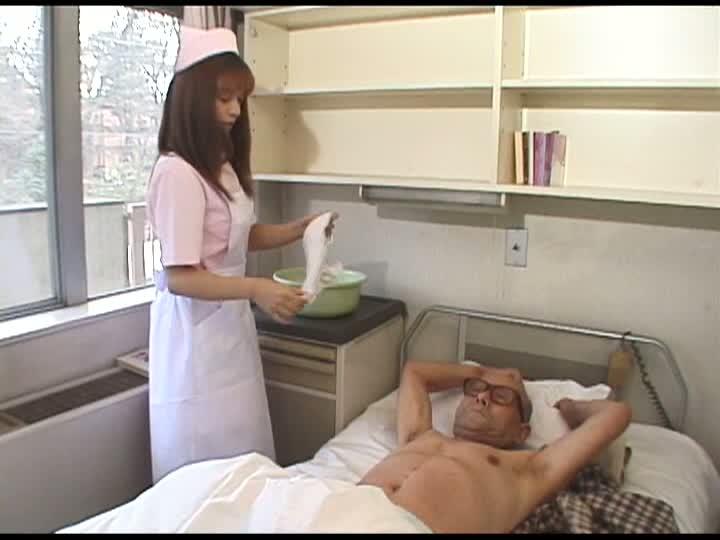 女介護士レイプつかもと友希