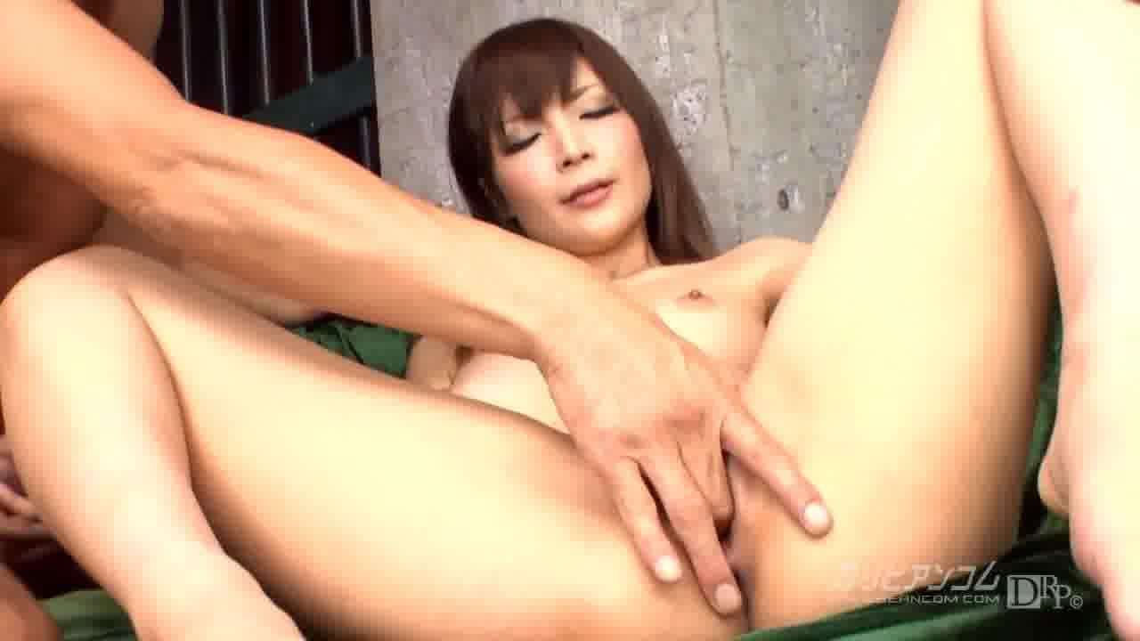 美白娘のツルツルマンコ! - 鈴音りおな【パイパン・巨乳・中出し】