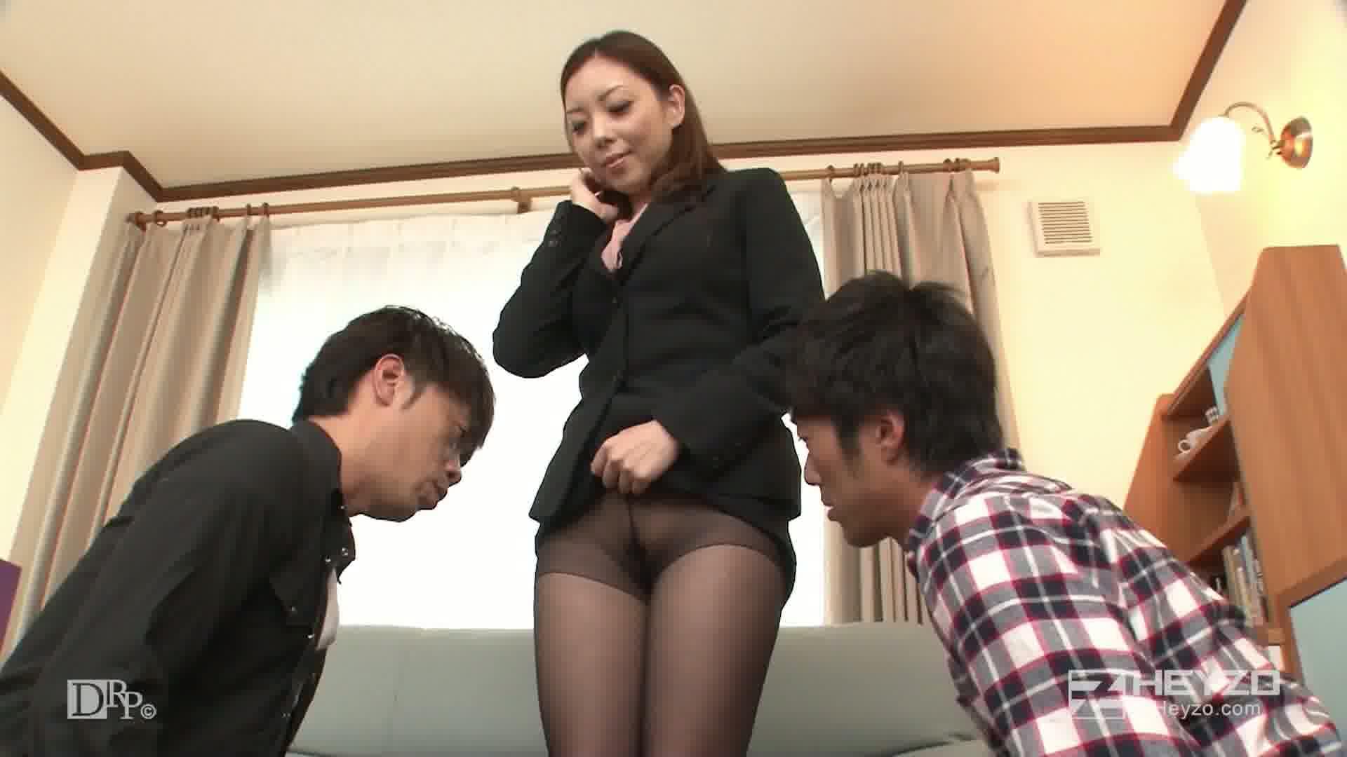 性技の味方!ノーパン女弁護士が痴漢の冤罪をはらします - 水沢真樹【3P開始 キス 指マン クンニ フェラ】