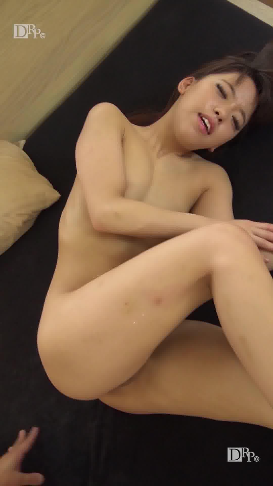 縦型動画 042 ~マッサージは挿入前のペッティング~ - 桐山あかり【パイパン・美乳・中出し】