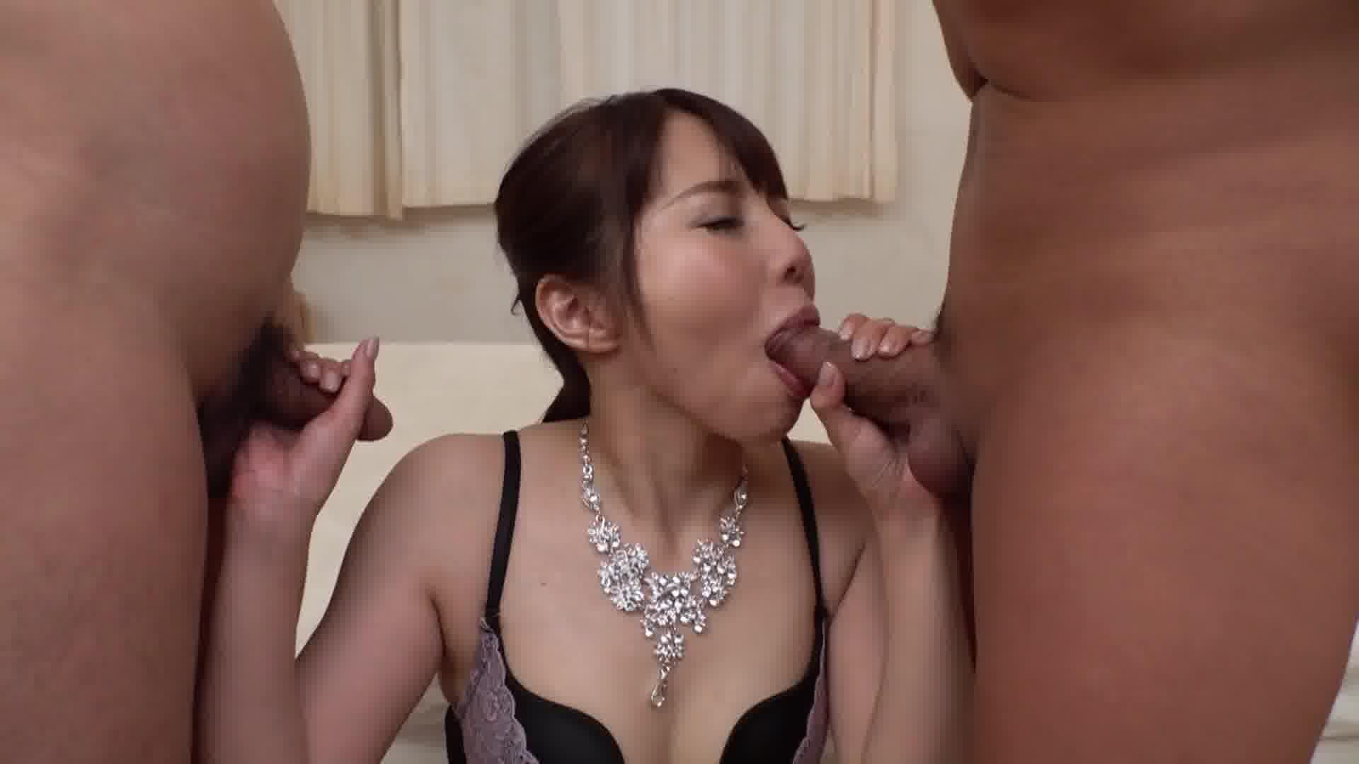 舐める女 ~すまし顔でチンポをしゃぶる淫乱美痴女~ - 紗倉みゆき【乱交・パイパン・痴女】