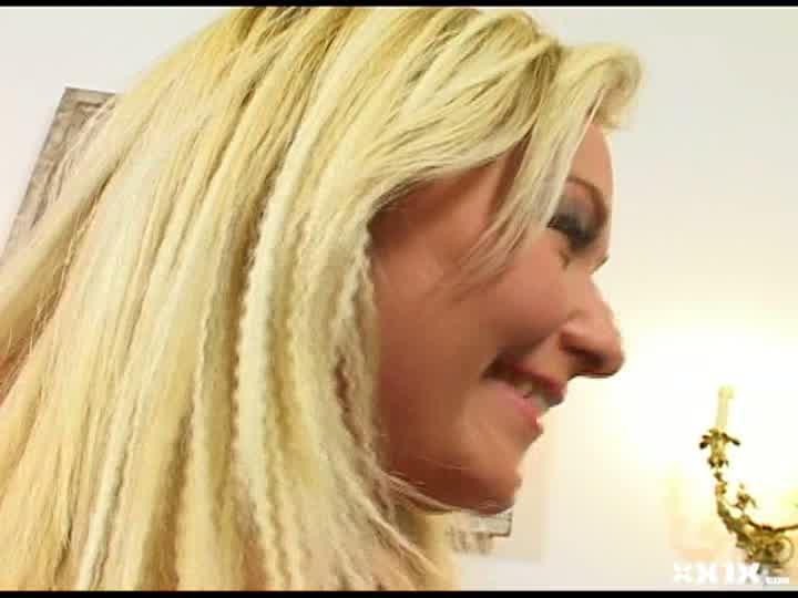ハンガリー美女と異文化交流 - バービー -バービー