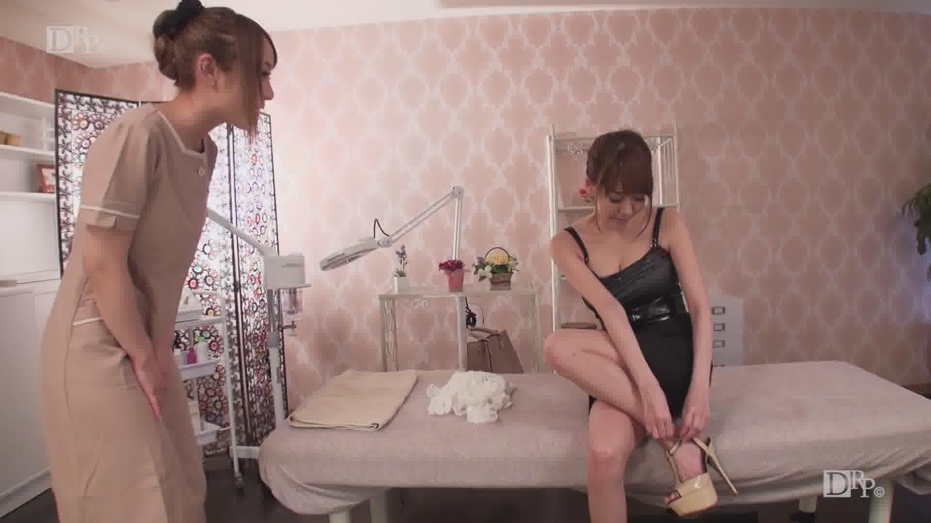 極上セレブ婦人 Vol.15 ~美しい貴婦人が若くて可愛いマッサージ師をレズの世界へ誘う~ - 真白愛梨【巨乳・痴女・レズ】
