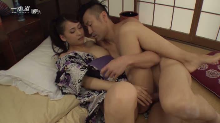 淫汁たらした美女の不倫現場【大場ゆい】