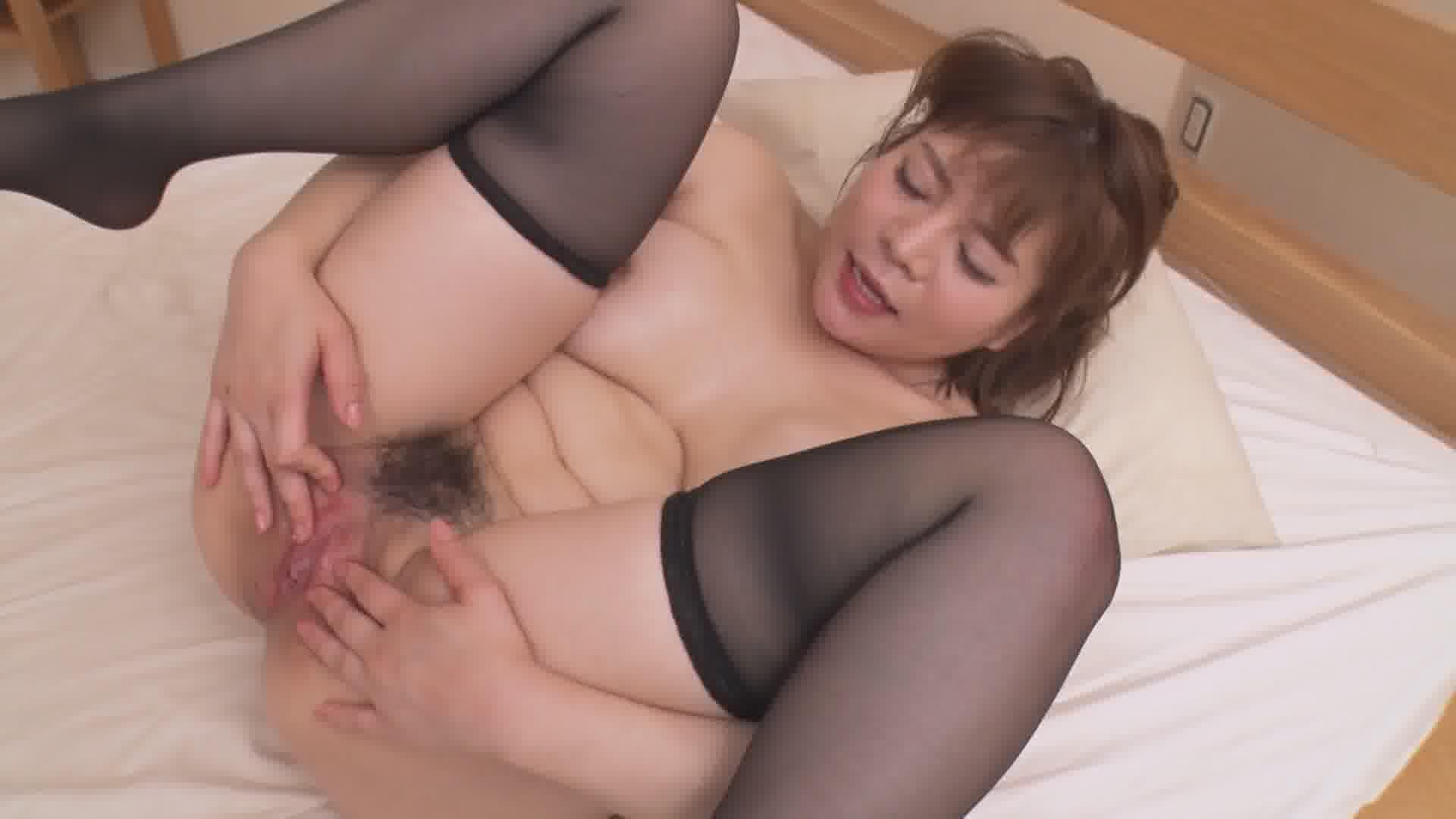 爆揺れ愛カップ!汗だくセックス - 小衣くるみ【巨乳・隠語・初裏】