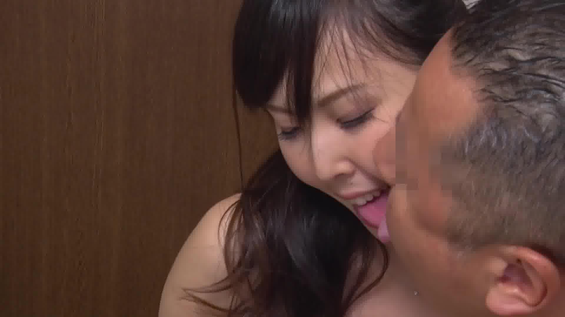 嫁が団地の主婦友と乳繰り合っているところに出くわしたので3Pしました - 上野真奈美【巨乳・レズ・3P】