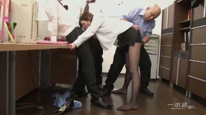 働きウーマン 〜同僚狩り好きな痴女OL〜【三村ちな】