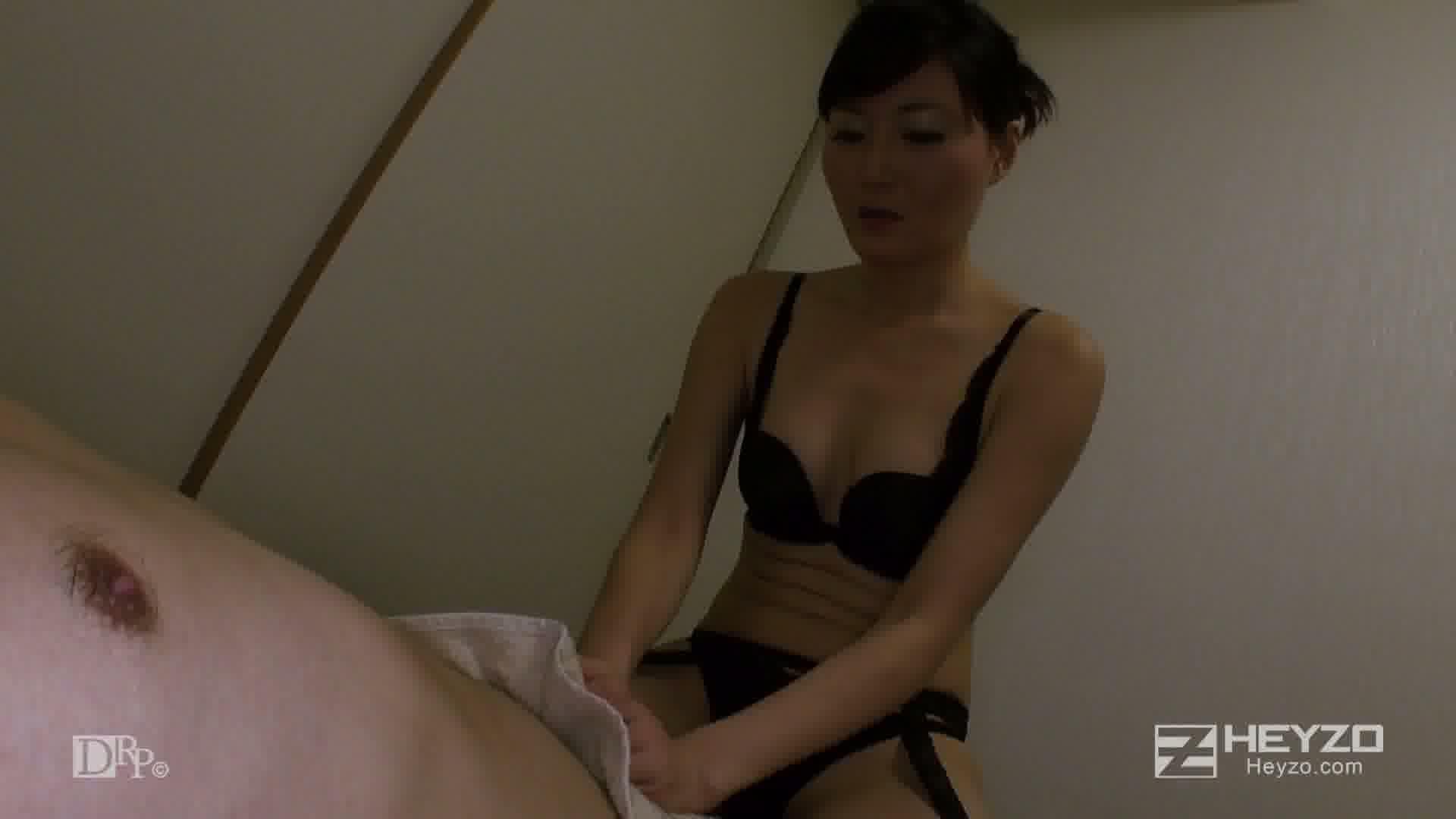 ベテラン女マッサージ師の裏サービス - 恵美【手コキ フェラ アナル舐め】