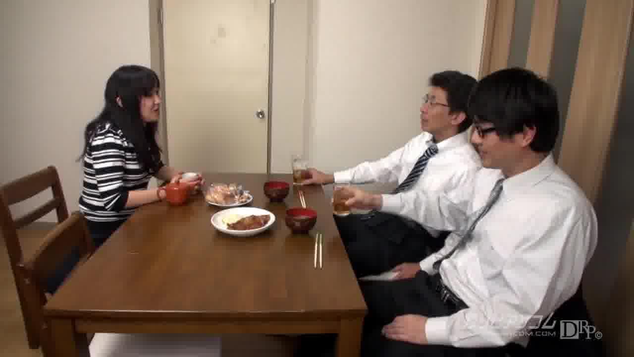夫の目の前で妻が ~抑えきれない妻の欲情~ - 黒川リサ【人妻・クンニ・中出し】