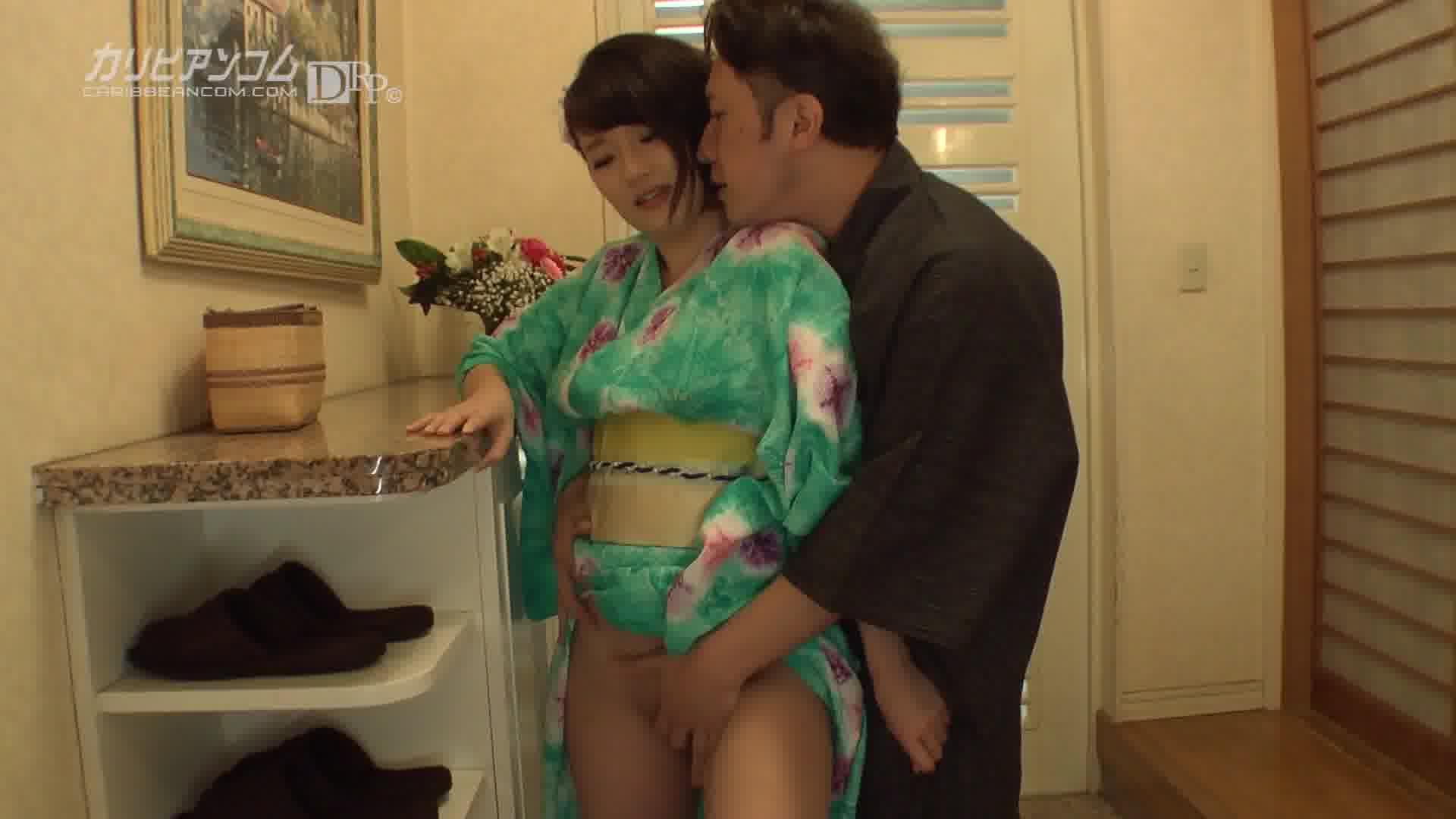 玄関で浴衣エッチ ~巨乳が揺れる~ - 成宮はるあ【美乳・浴衣・中出し】