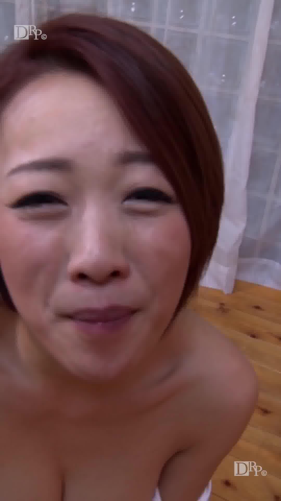縦型動画 029 ~精子を飲み込むけしからん女~ - 歩【オナニー・口内発射・ごっくん】