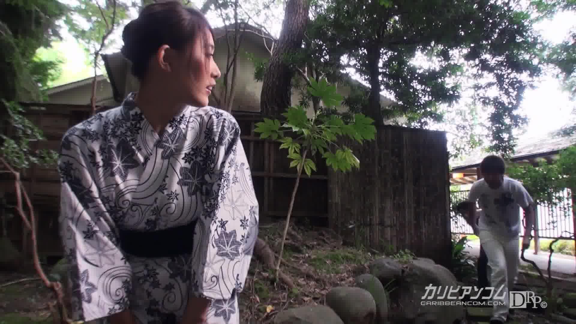 ヤり過ぎ若女将の極限スリル館内セックス - 水野葵【乱交・野外露出・着物】