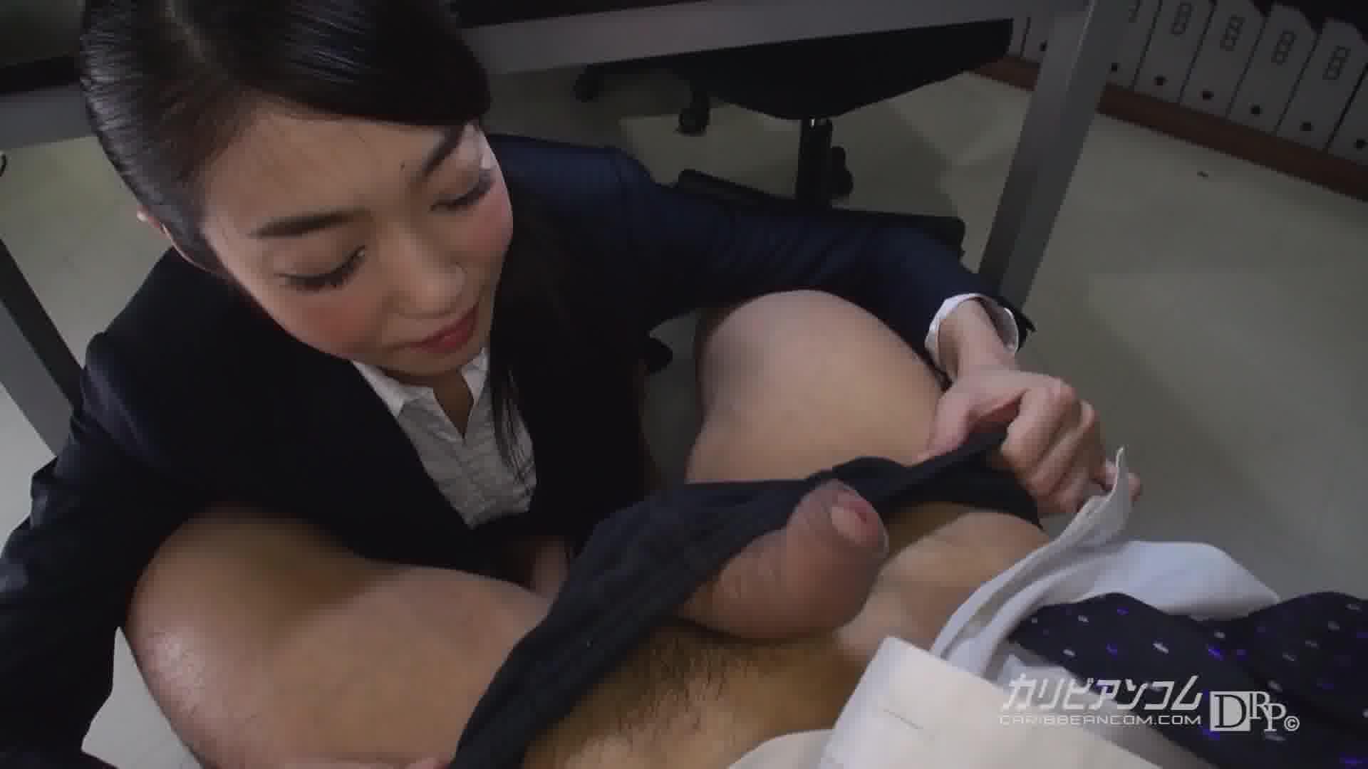 THE 未公開 ~机の下のおしゃぶり中毒女~ - 石原あみ【口内発射・フェラ・制服】